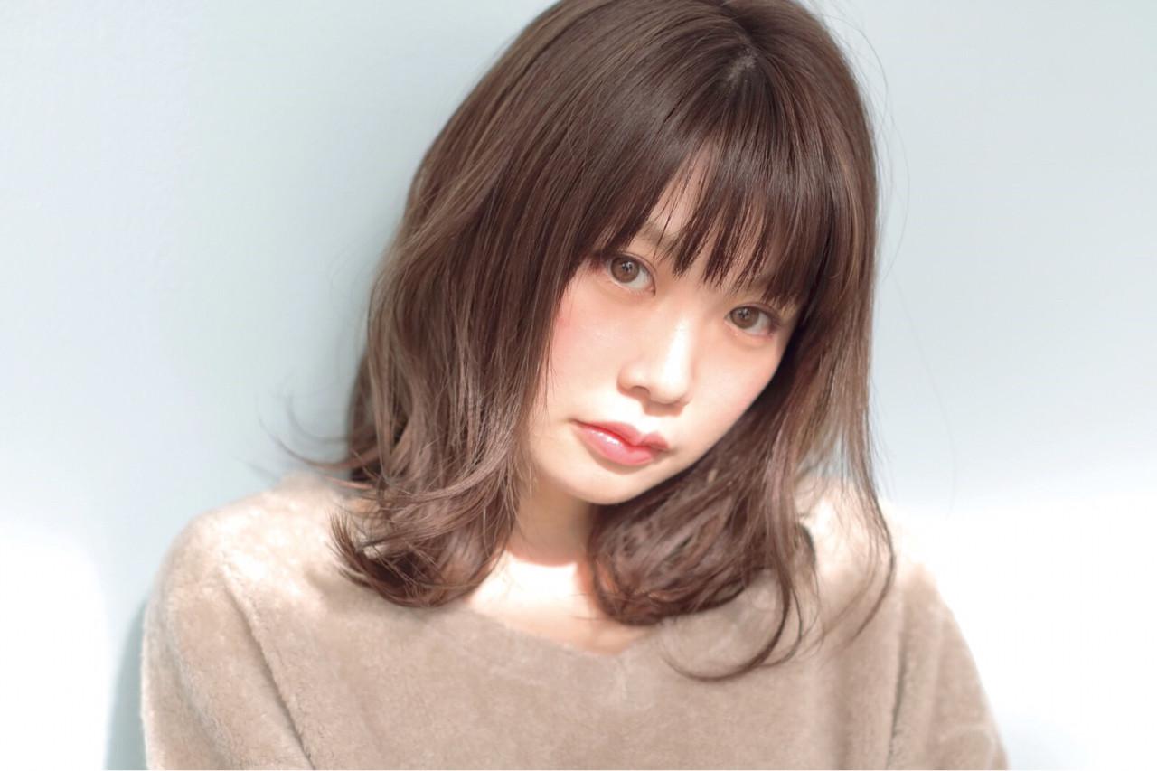 ミディアム パーマ アッシュ 黒髪 ヘアスタイルや髪型の写真・画像