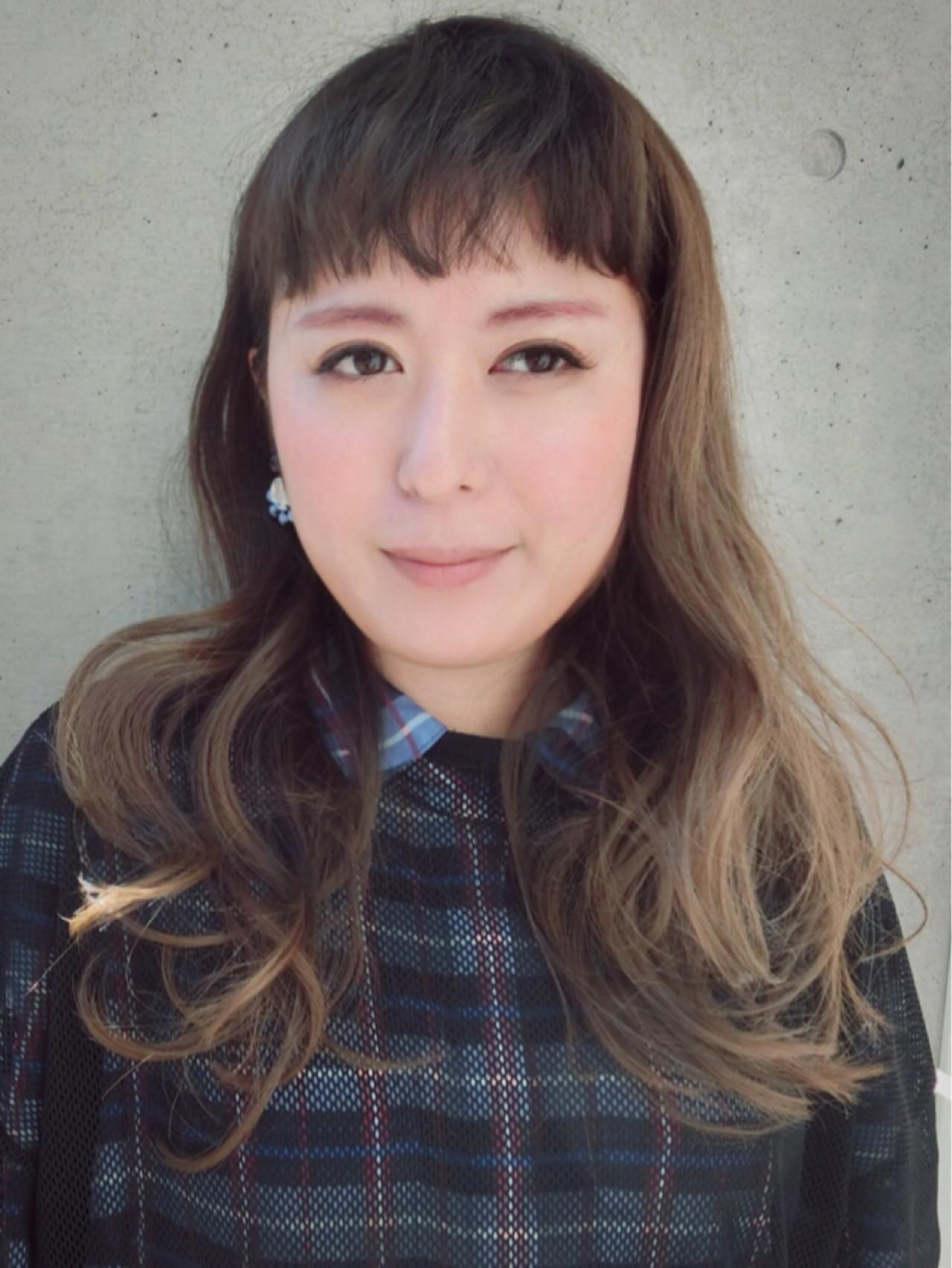ミルクティー 透明感 ロング アッシュ ヘアスタイルや髪型の写真・画像