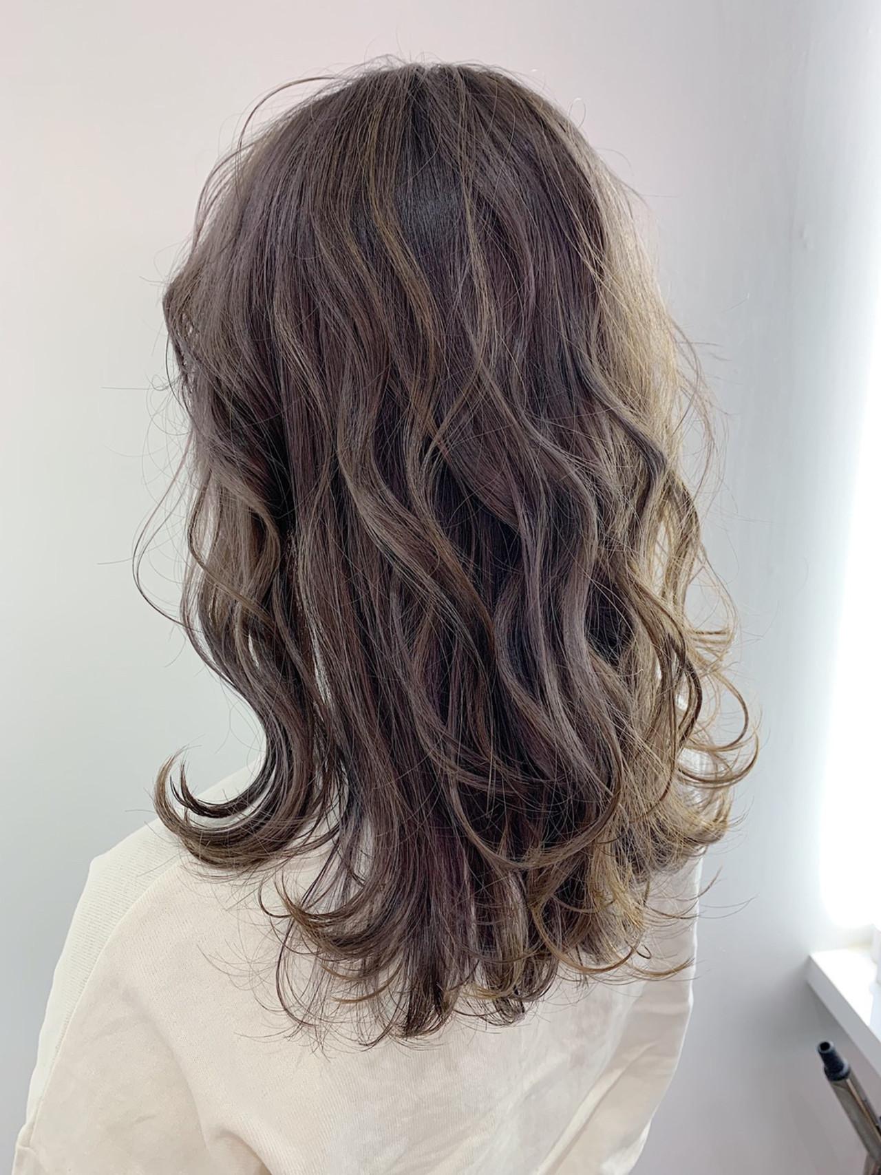 グレーアッシュ ナチュラル グレージュ アッシュグレー ヘアスタイルや髪型の写真・画像