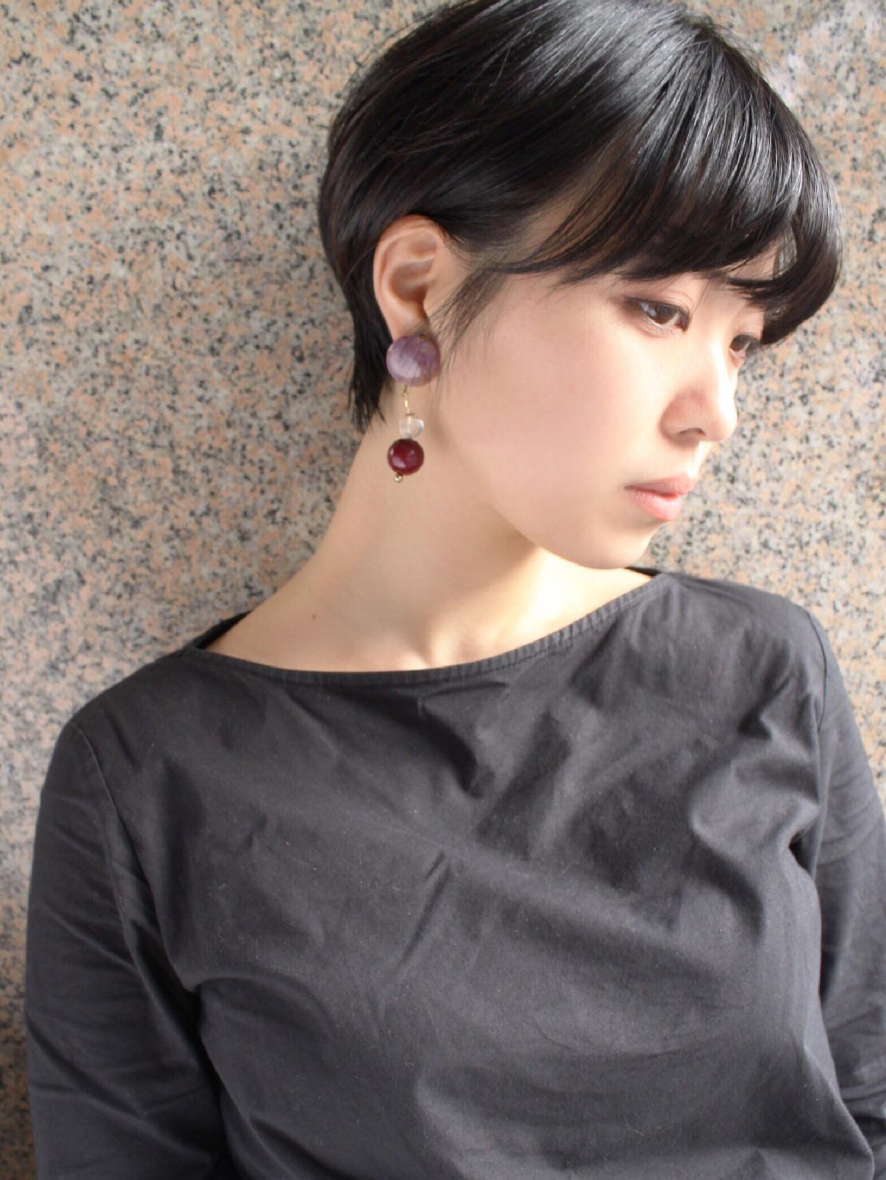 アッシュグレージュ 黒髪 ショート オフィス ヘアスタイルや髪型の写真・画像