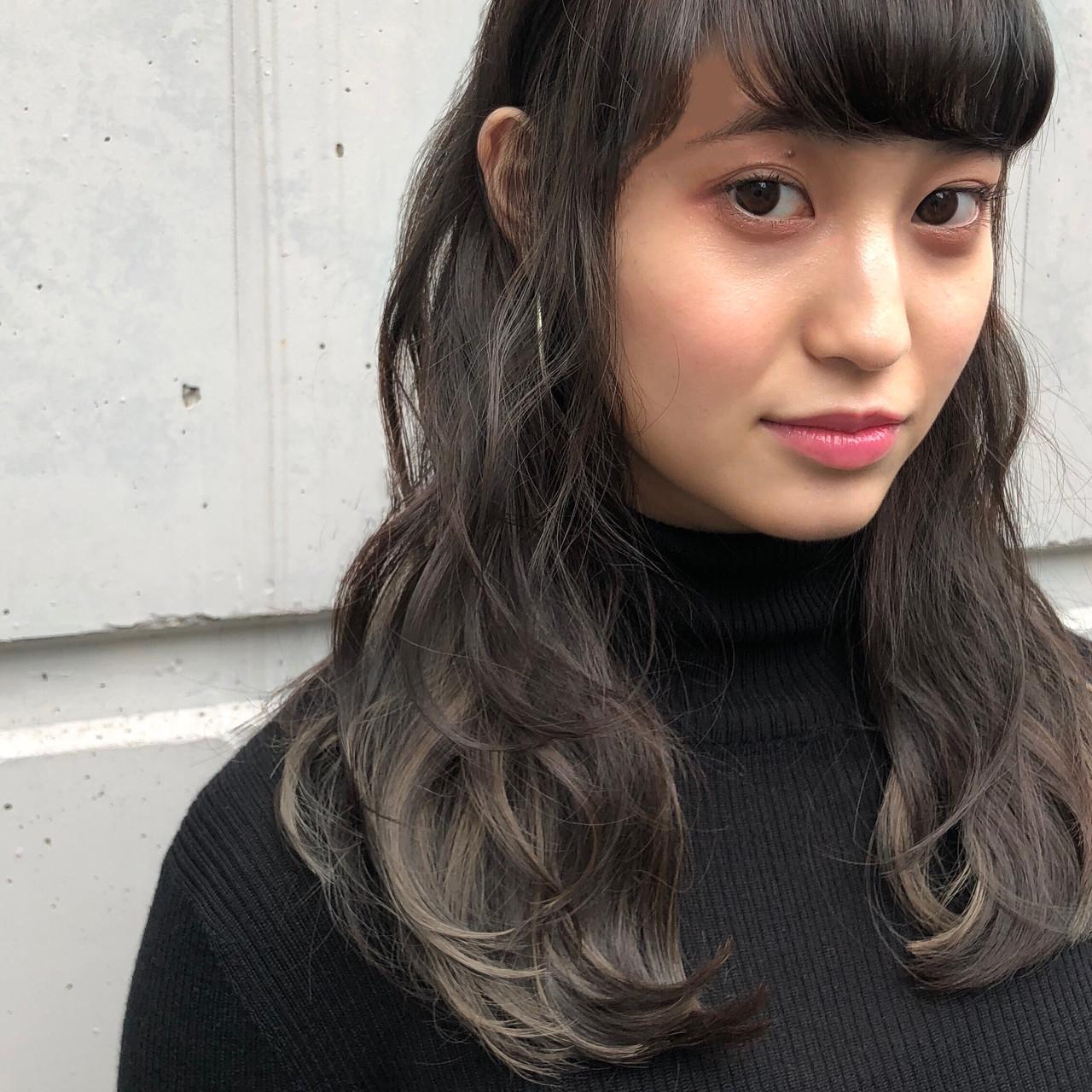 ナチュラル パーマ 透明感 流し前髪 ヘアスタイルや髪型の写真・画像   金崎 瑚能美 / TONI&GUY