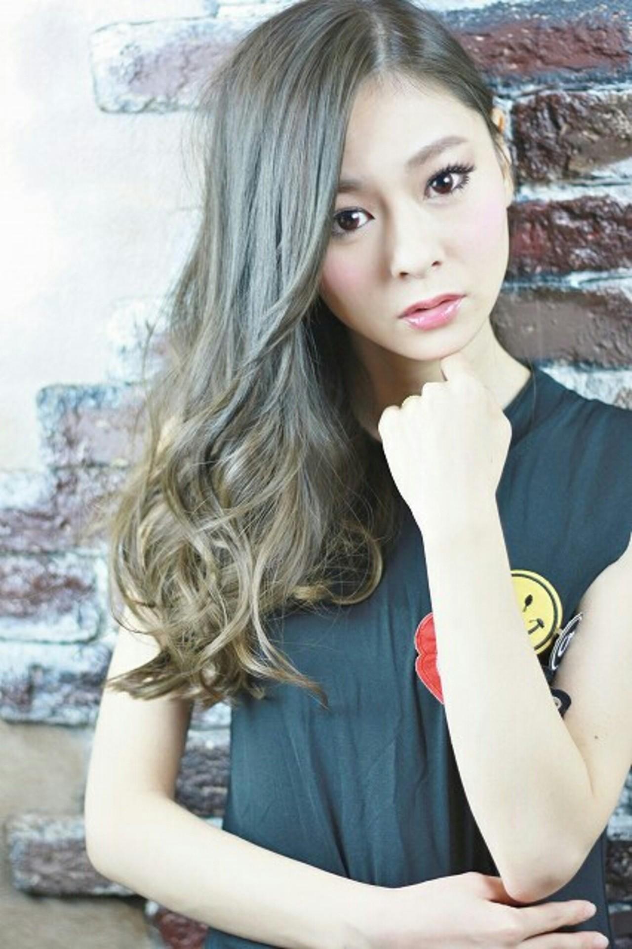 グラデーションカラー アッシュ 大人かわいい ハイライト ヘアスタイルや髪型の写真・画像