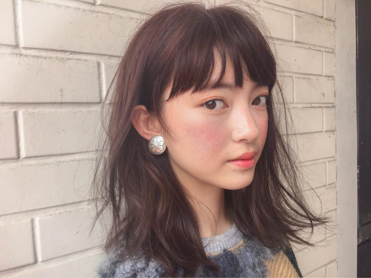 パーマ インナーカラー ミディアム モード ヘアスタイルや髪型の写真・画像