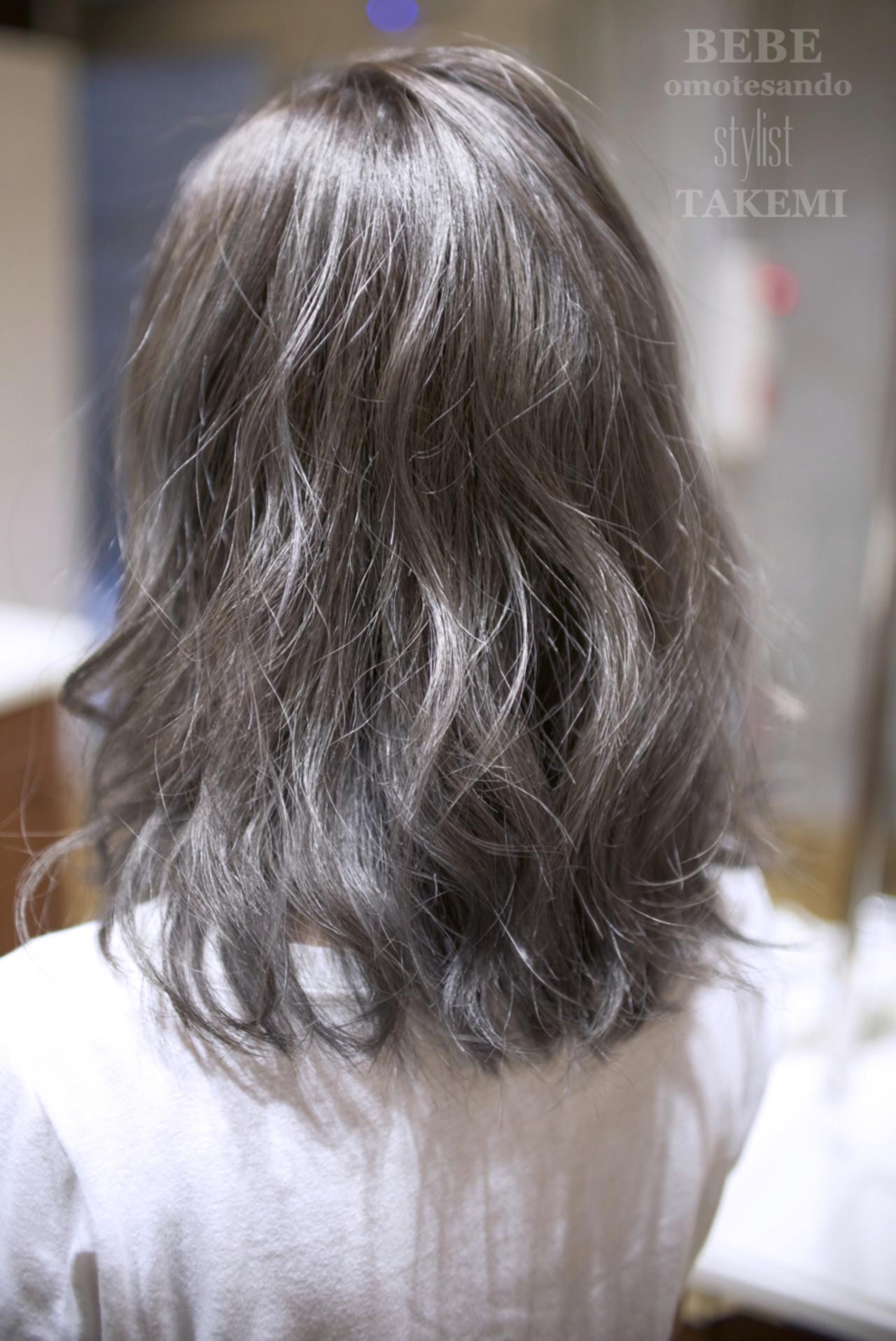 外国人風 ミディアム ハイライト ナチュラル ヘアスタイルや髪型の写真・画像 | TAKEMI / BEBE 表参道