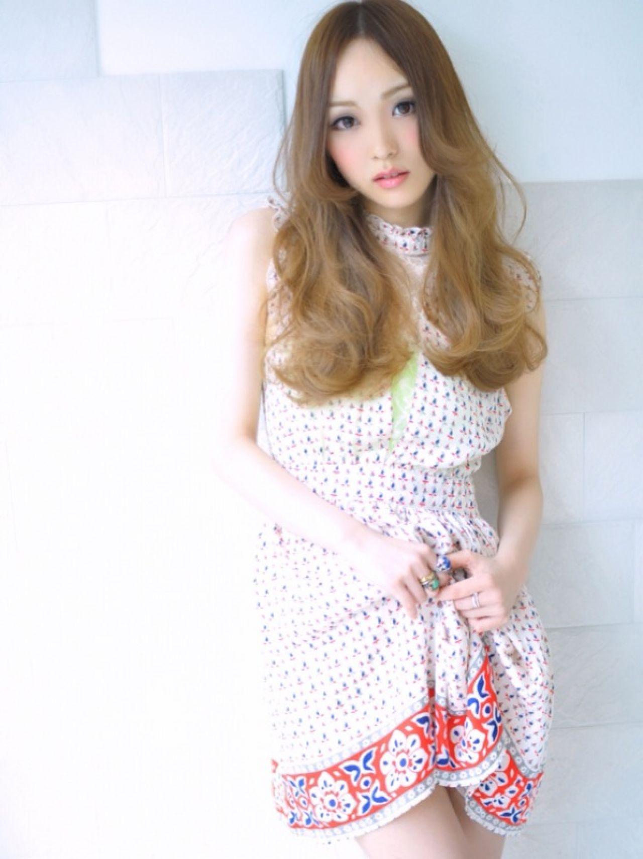 ロング モテ髪 グラデーションカラー フェミニン ヘアスタイルや髪型の写真・画像