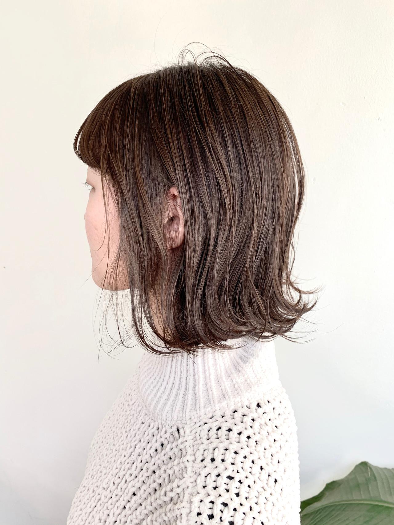 ヌーディーベージュ ナチュラルベージュ ミディアム 切りっぱなしボブ ヘアスタイルや髪型の写真・画像 | ハシモト シュン / Zina