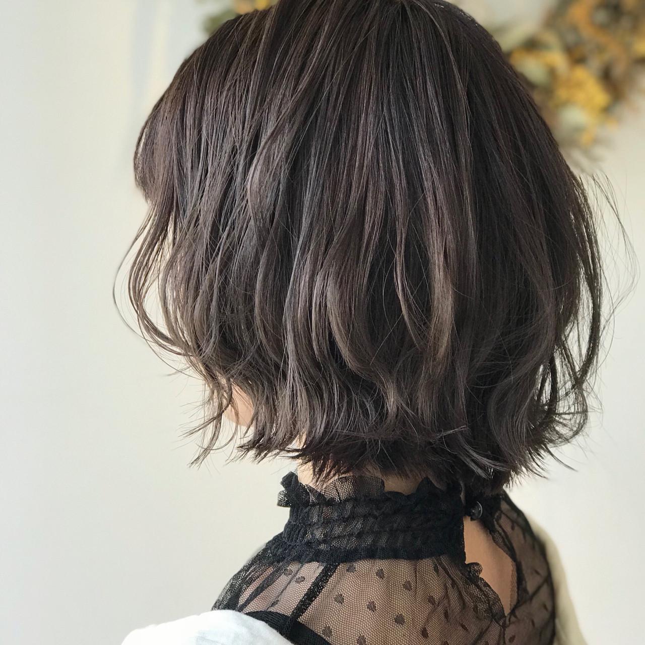 オフィス 涼しげ ミディアム フェミニン ヘアスタイルや髪型の写真・画像   戸井田真幸 / cercle