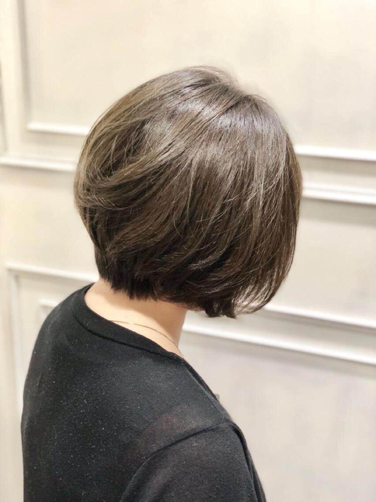デート ナチュラル グレージュ ボブ ヘアスタイルや髪型の写真・画像
