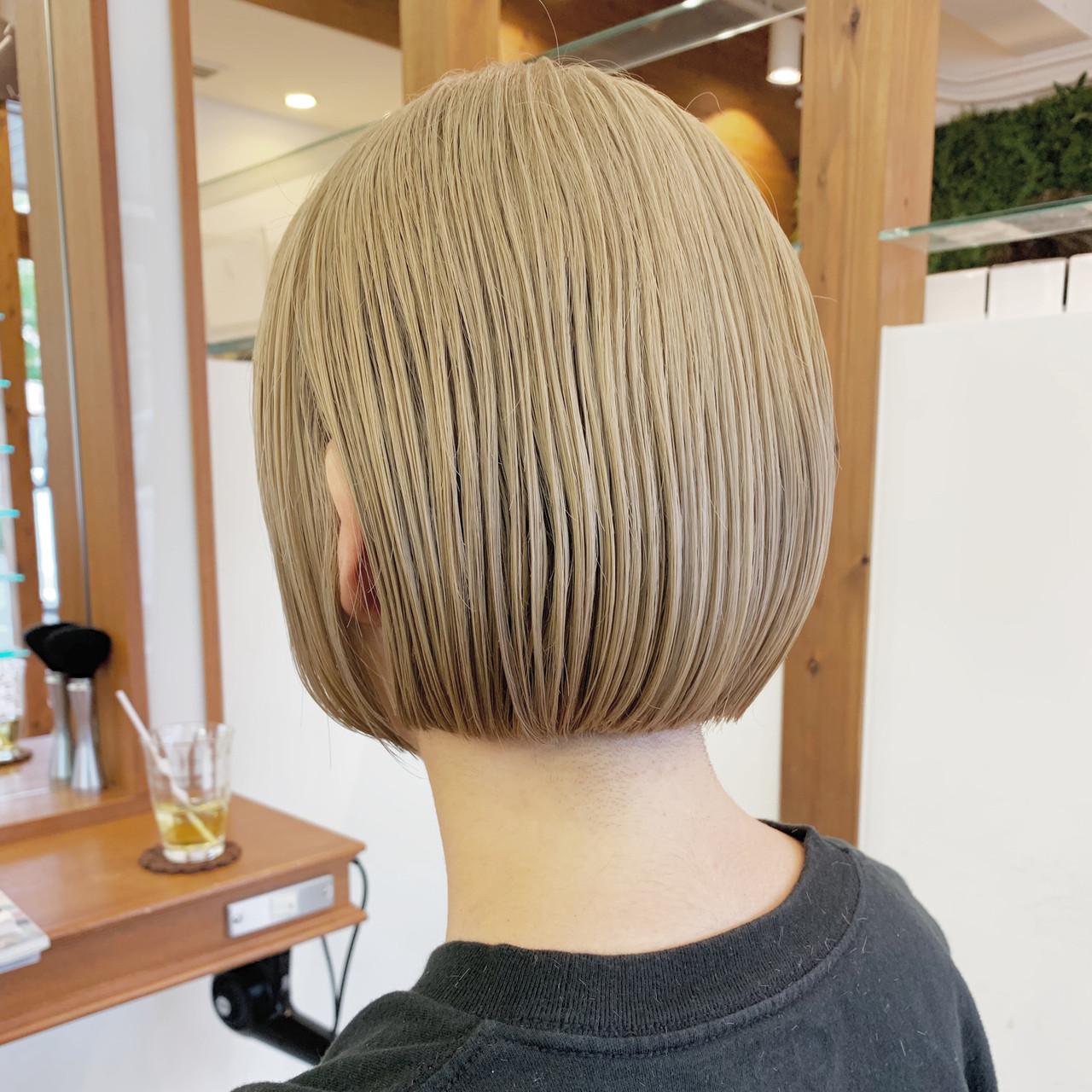 前下がりボブ まとまるボブ インナーカラー ナチュラル ヘアスタイルや髪型の写真・画像