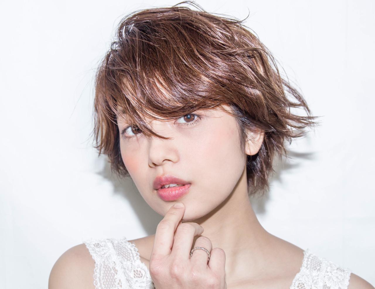 アンニュイほつれヘア ナチュラル 外ハネ パーマ ヘアスタイルや髪型の写真・画像