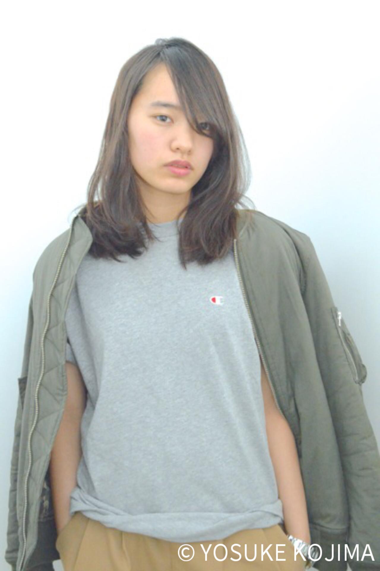大人女子 ミディアム 暗髪 ナチュラル ヘアスタイルや髪型の写真・画像