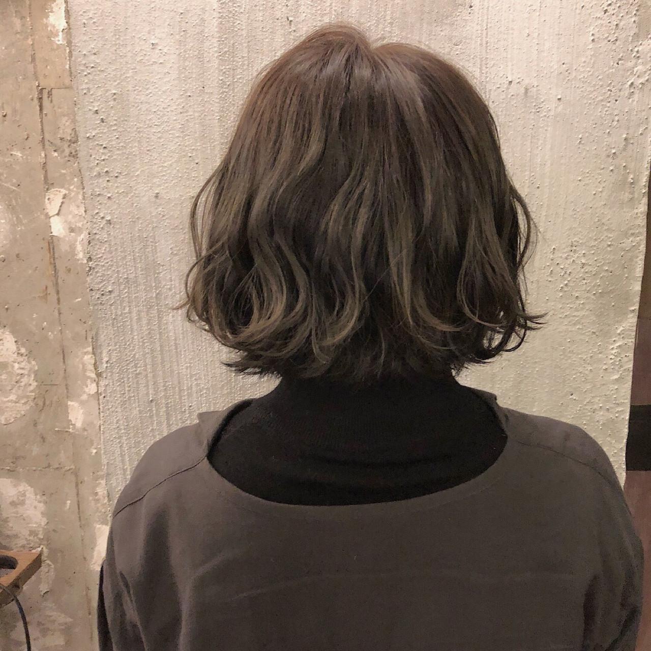 外国人風カラー ヘアアレンジ 涼しげ くすみカラー ヘアスタイルや髪型の写真・画像 | 冨永 真太郎 / 人トナリ