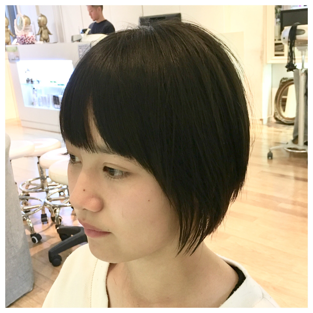 ショートボブ ボブ 前下がり ナチュラル ヘアスタイルや髪型の写真・画像 | Yumi Hiramatsu / Sourire Imaizumi【スーリール イマイズミ】