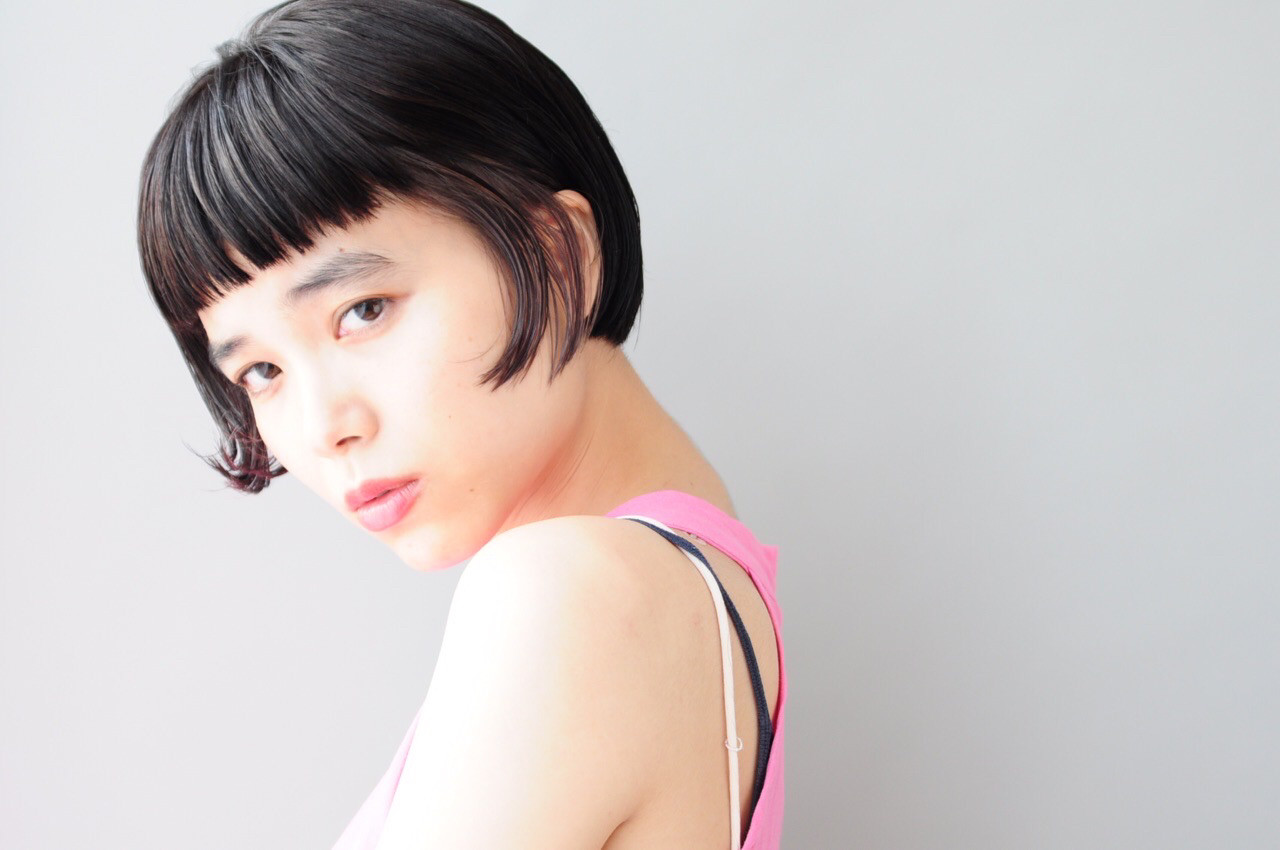 インナーカラー ワイドバング ボブ ナチュラル ヘアスタイルや髪型の写真・画像 | 小走 祥菜 / tricca daikanyama