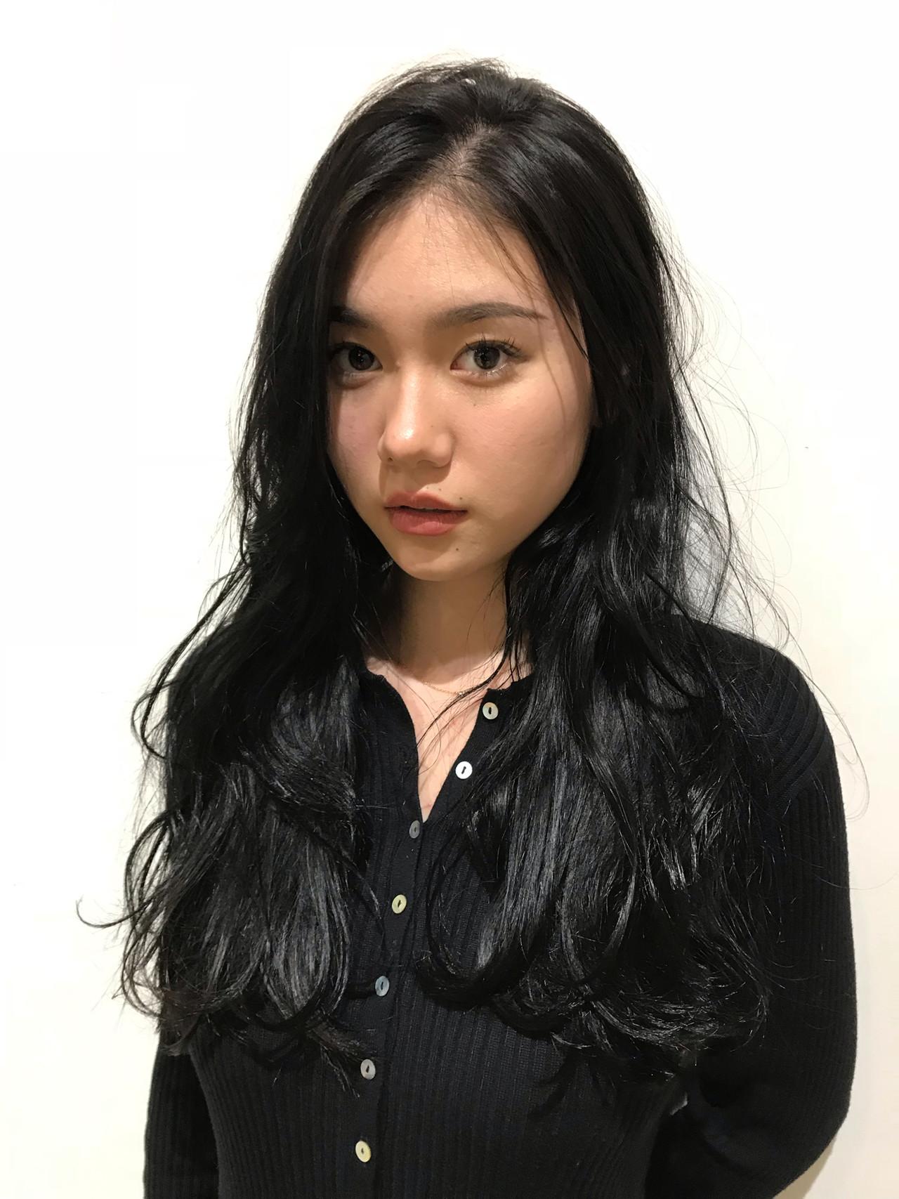 コリアンネイビー パーマ ロング 黒髪 ヘアスタイルや髪型の写真・画像