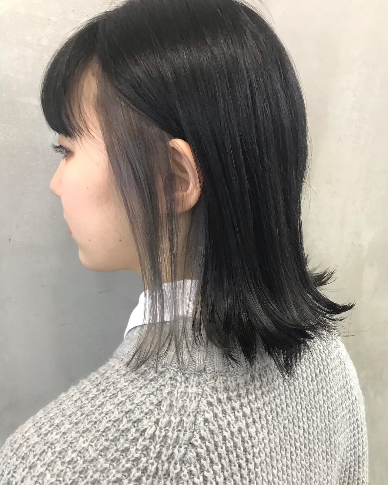 アッシュグレー インナーカラー ガーリー ミディアム ヘアスタイルや髪型の写真・画像
