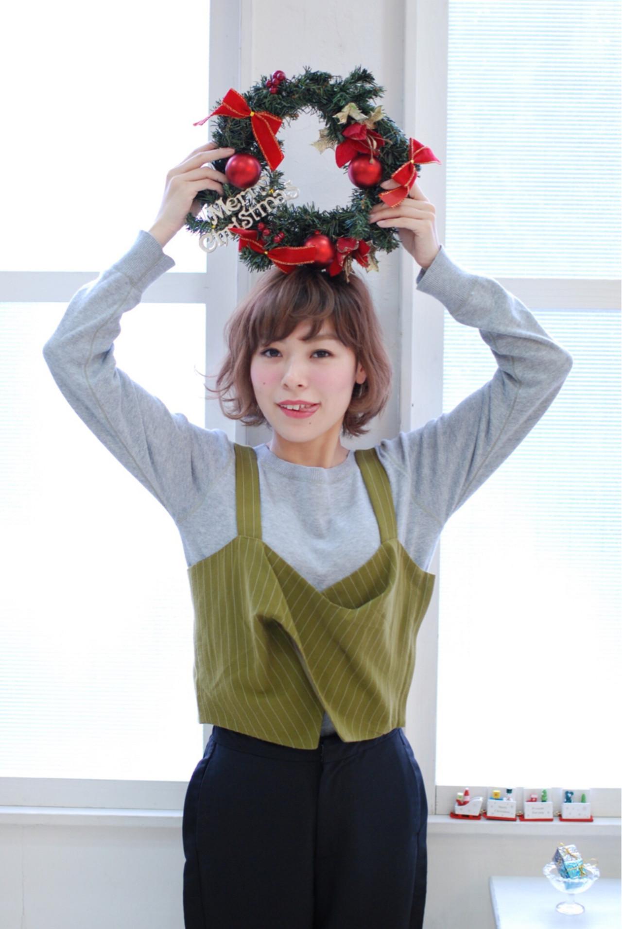 冬 ショートボブ ナチュラル クリスマス ヘアスタイルや髪型の写真・画像   秋穂 /