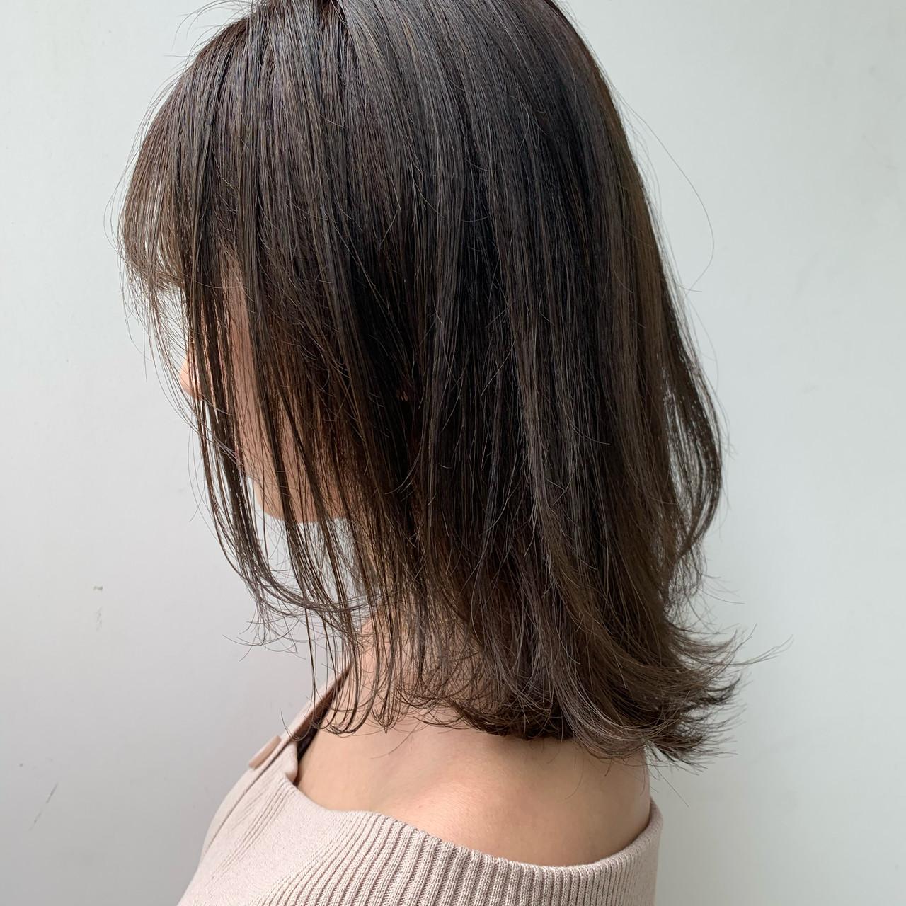 ミディアムレイヤー ミディアム 外国人風カラー ミルクティーベージュ ヘアスタイルや髪型の写真・画像