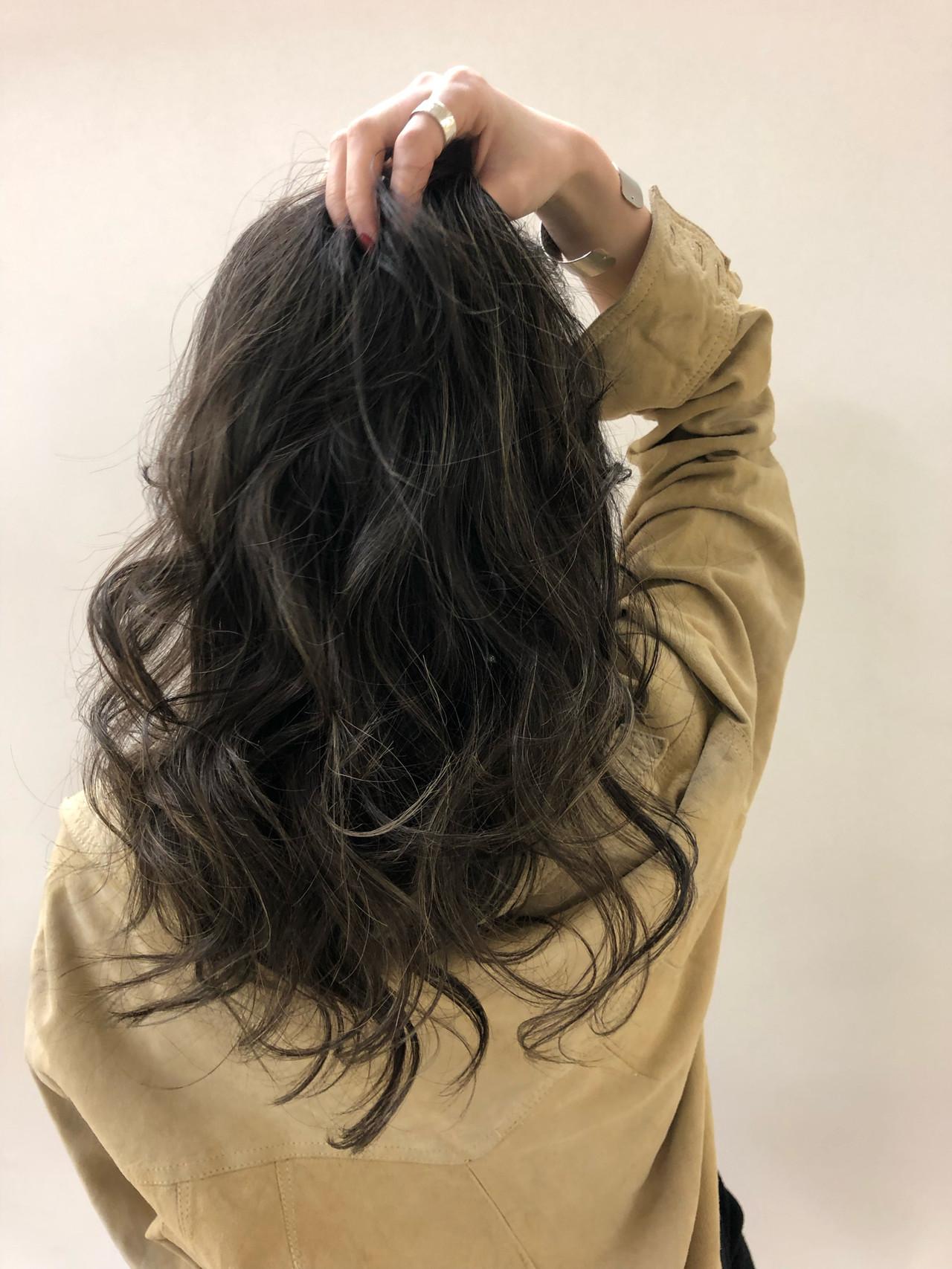 グラデーションカラー エレガント ハイライト ロング ヘアスタイルや髪型の写真・画像 | 石津 慧/ヘアカラーリスト/ロングヘア / kakimoto arms青山店