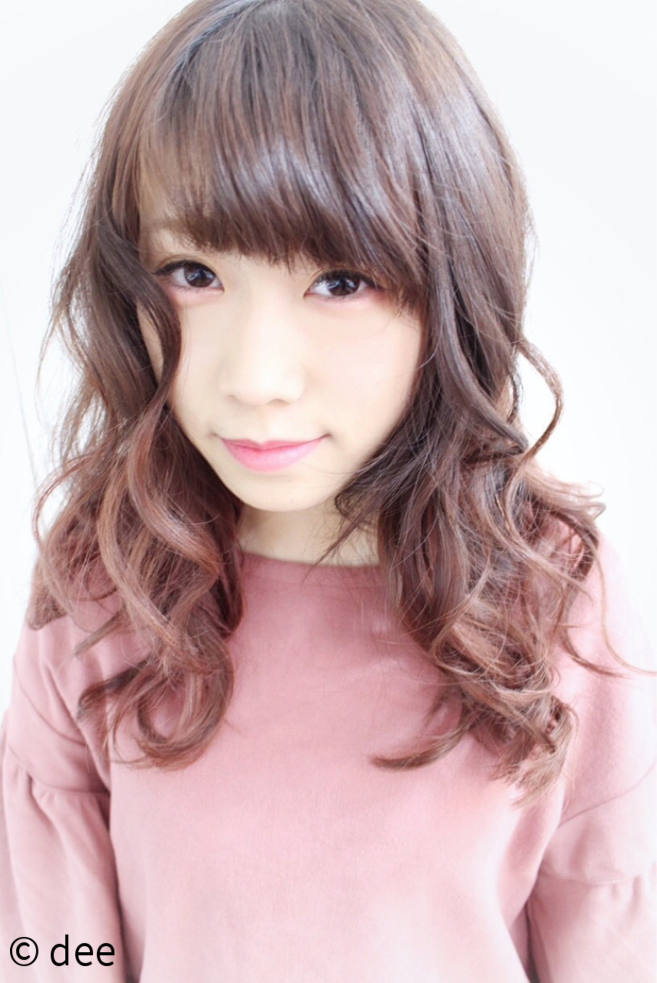 グラデーションカラー ベージュ 巻き髪 ロング ヘアスタイルや髪型の写真・画像