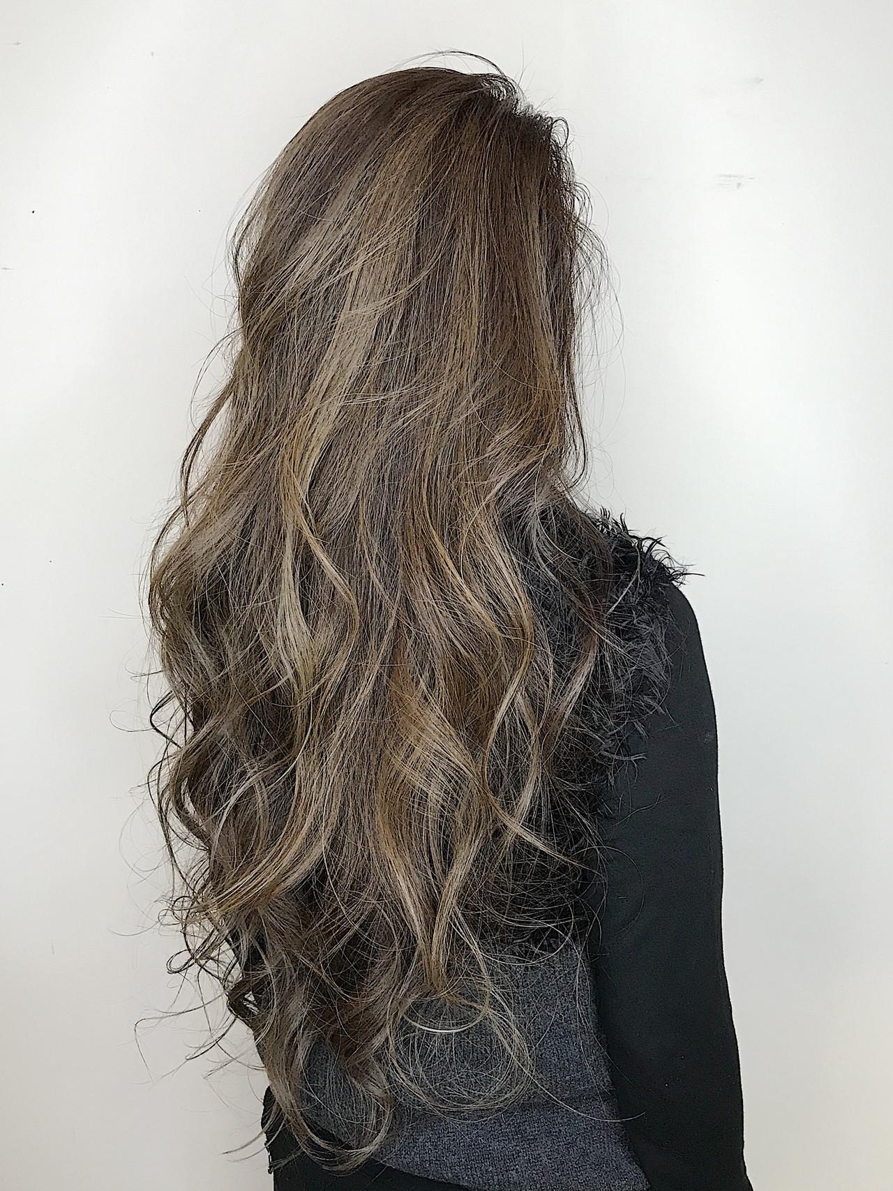 ナチュラル ハイライト シルバー バレイヤージュ ヘアスタイルや髪型の写真・画像 | 内田 一也 / hair/nail space a:le