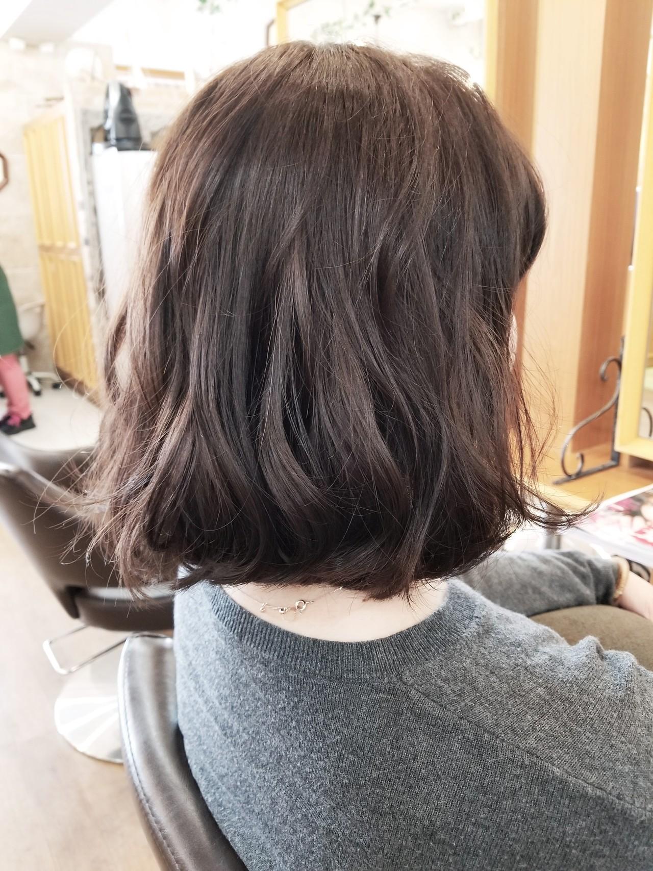 グレージュ ゆるふわ オフィス ナチュラル ヘアスタイルや髪型の写真・画像 | 茂垣 貴裕 / shiro(新宿)/LOOOKS(中央林間)
