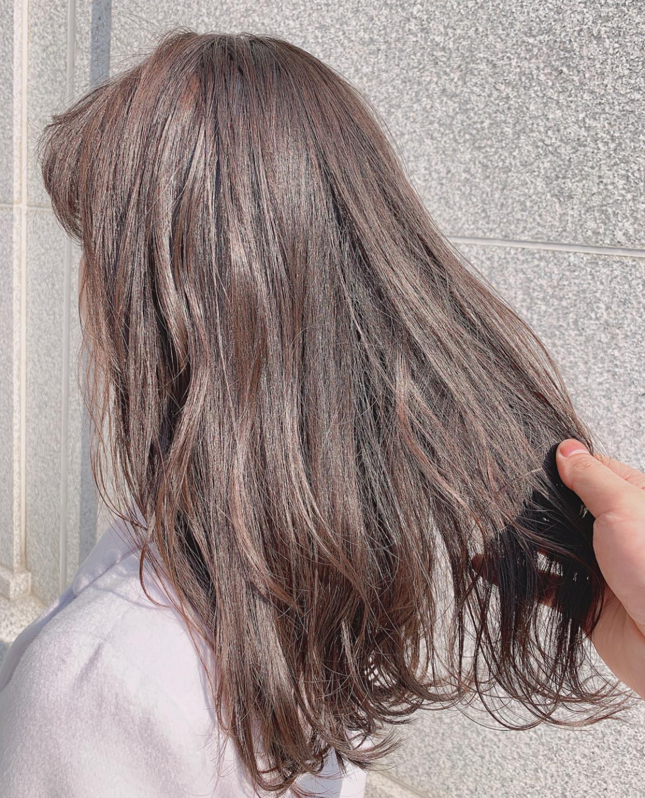 ハイライト グレージュ 透明感カラー ミディアム ヘアスタイルや髪型の写真・画像