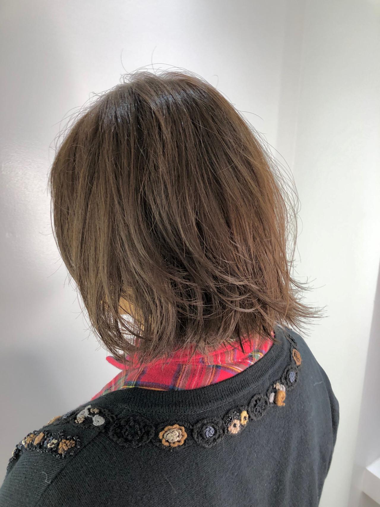 イルミナカラー ナチュラル 艶カラー 切りっぱなしボブ ヘアスタイルや髪型の写真・画像