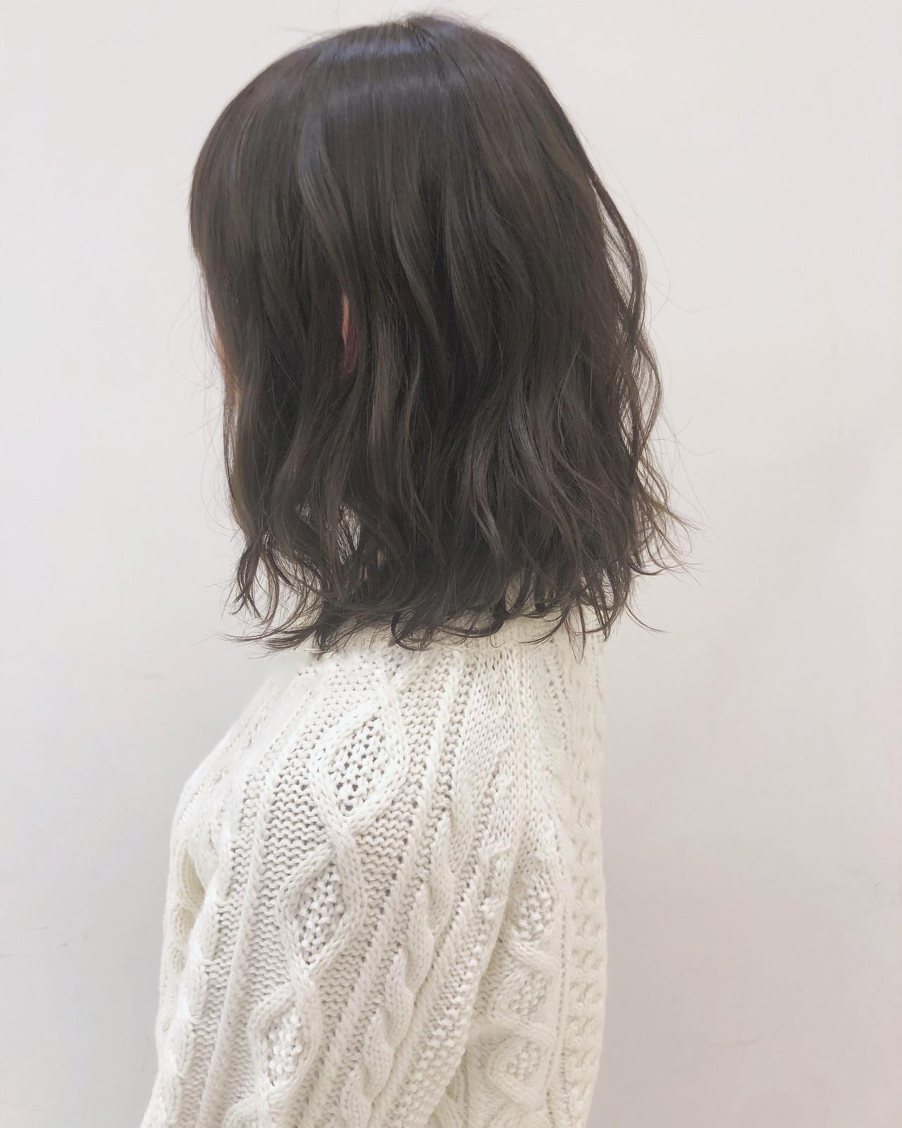 グレージュ アンニュイほつれヘア ナチュラル 大人かわいい ヘアスタイルや髪型の写真・画像