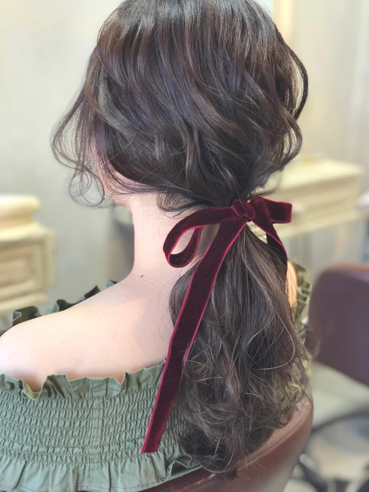 フェミニン ローポニーテール ポニーテール 簡単ヘアアレンジ ヘアスタイルや髪型の写真・画像