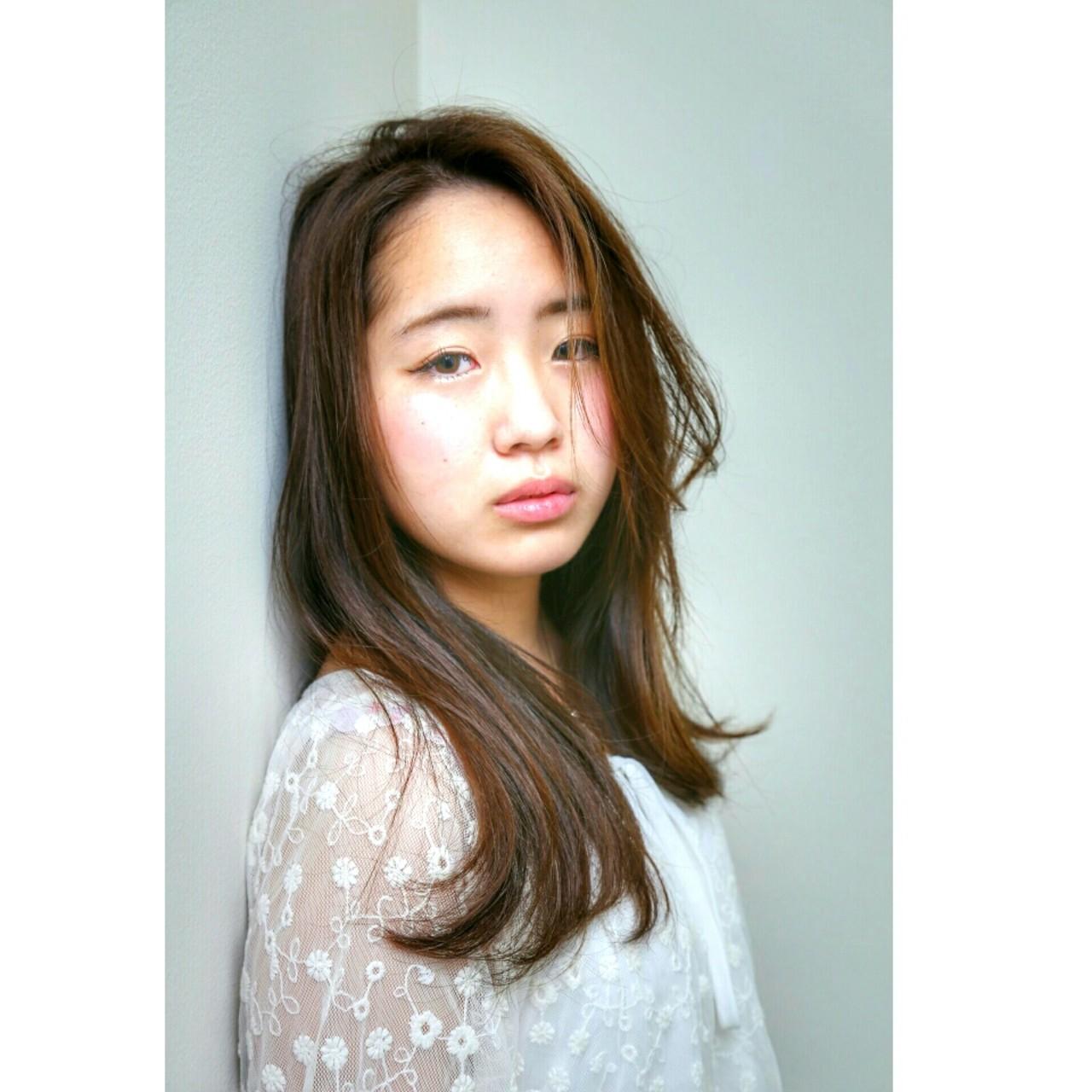 ナチュラル 大人かわいい ロング ハイライト ヘアスタイルや髪型の写真・画像   濱上 円来 /