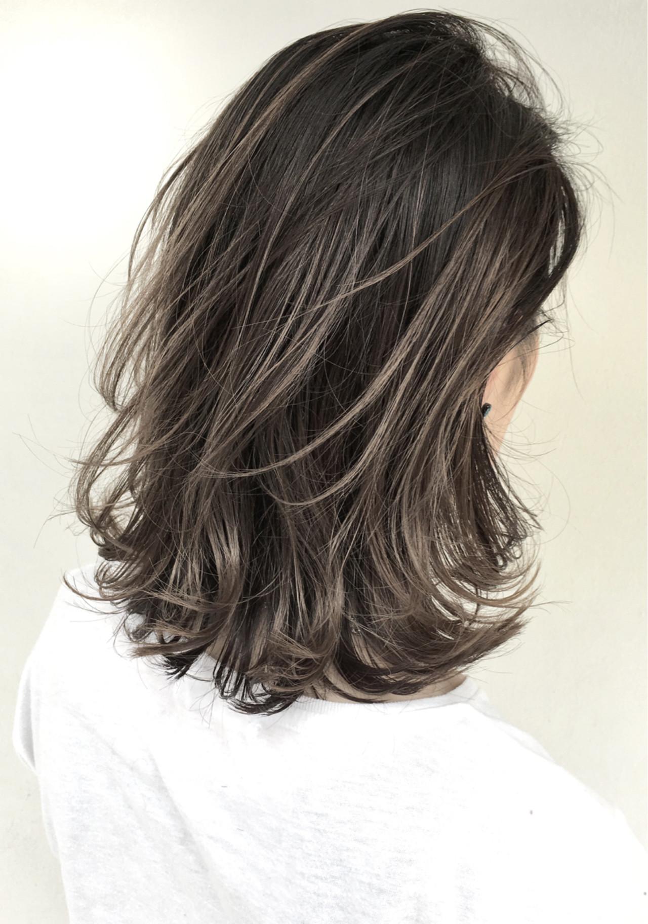 外国人風 ミディアム グレージュ ハイライト ヘアスタイルや髪型の写真・画像