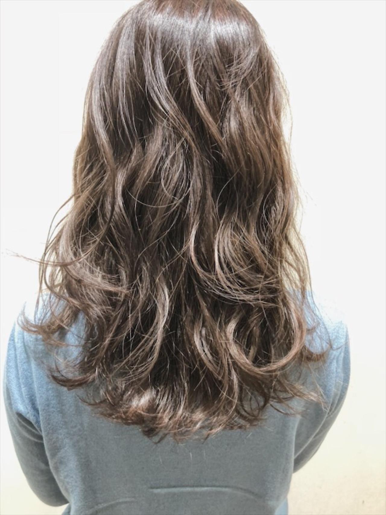 セミロング アッシュ ナチュラル アッシュグレージュ ヘアスタイルや髪型の写真・画像