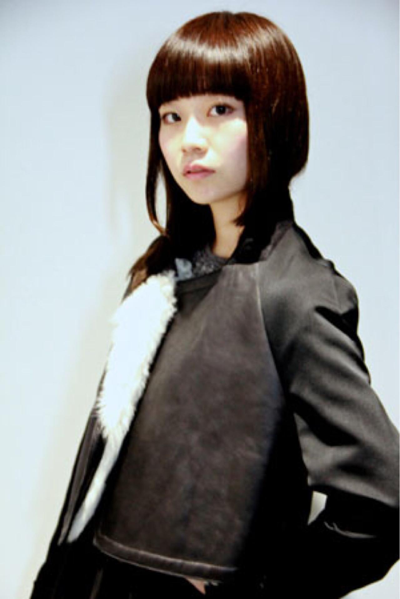 暗髪 重めバング ウェットヘア セミロング ヘアスタイルや髪型の写真・画像   中田 大助 / V:olta
