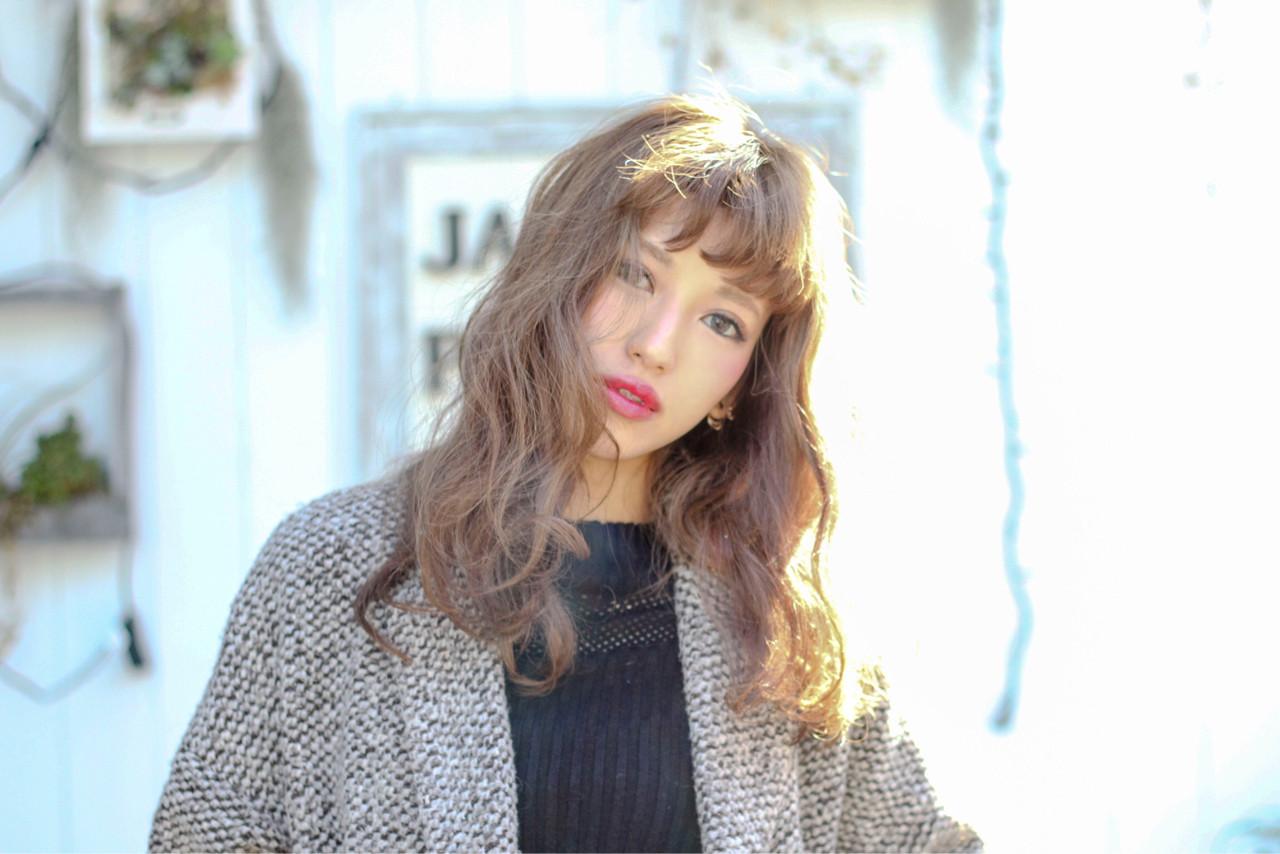 フェミニン セミロング 外国人風 くせ毛風 ヘアスタイルや髪型の写真・画像