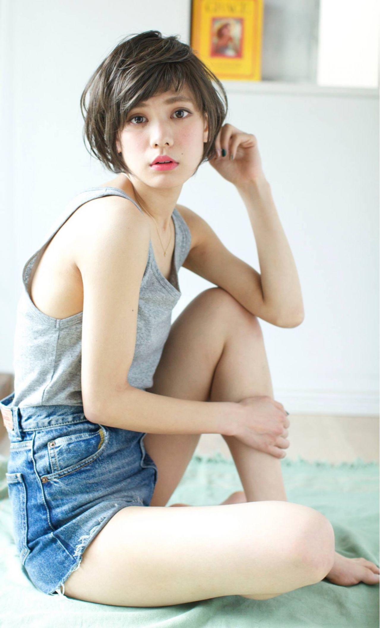 シースルーバング 大人かわいい 外国人風カラー スモーキーアッシュ ヘアスタイルや髪型の写真・画像