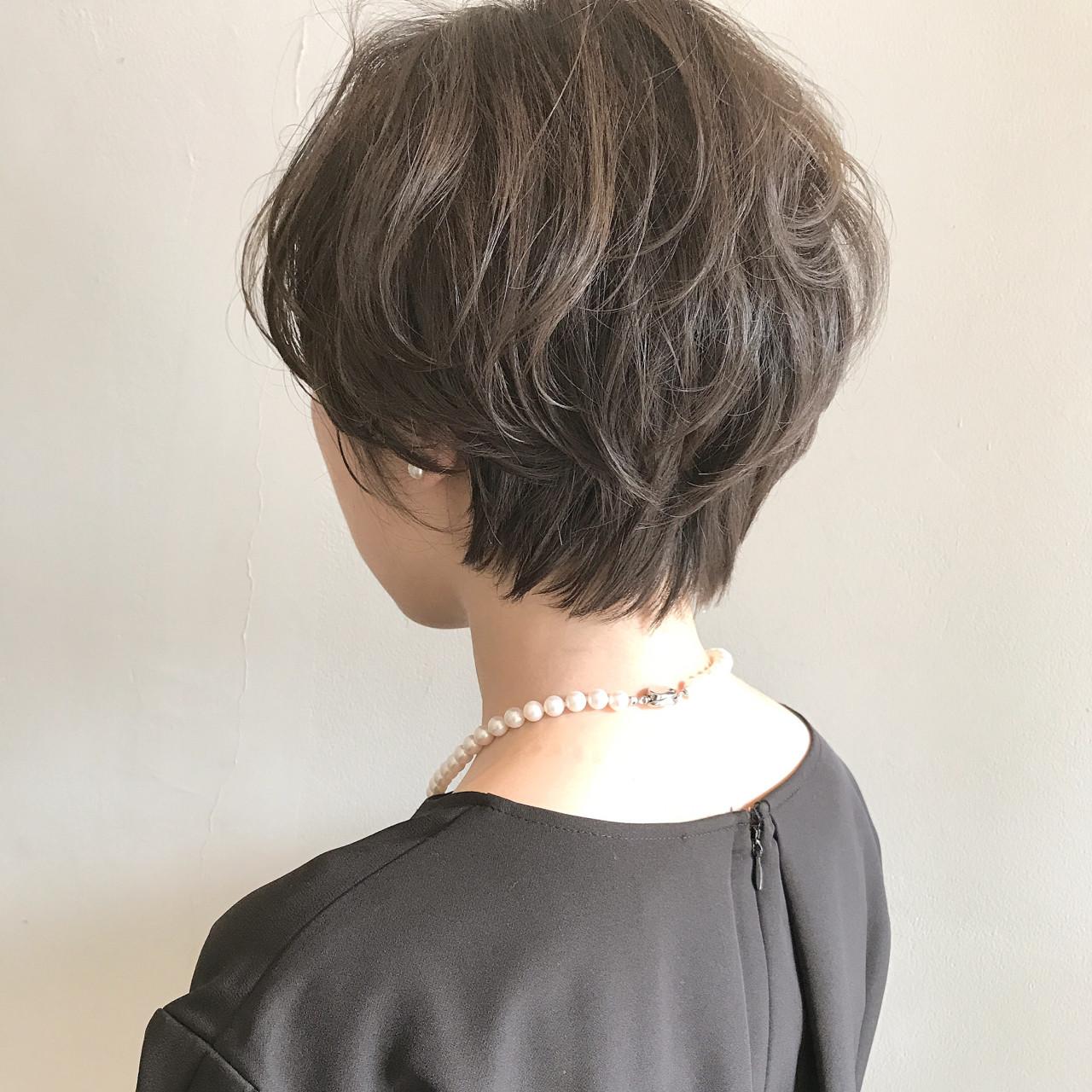パーマ ナチュラル 秋 オフィス ヘアスタイルや髪型の写真・画像