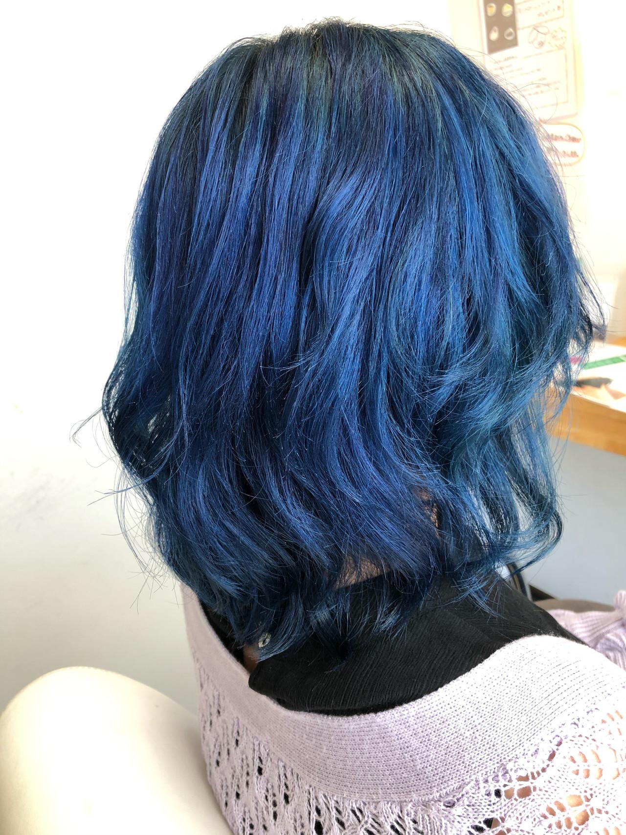ミディアム ガーリー ブルー ダブルカラー ヘアスタイルや髪型の写真・画像