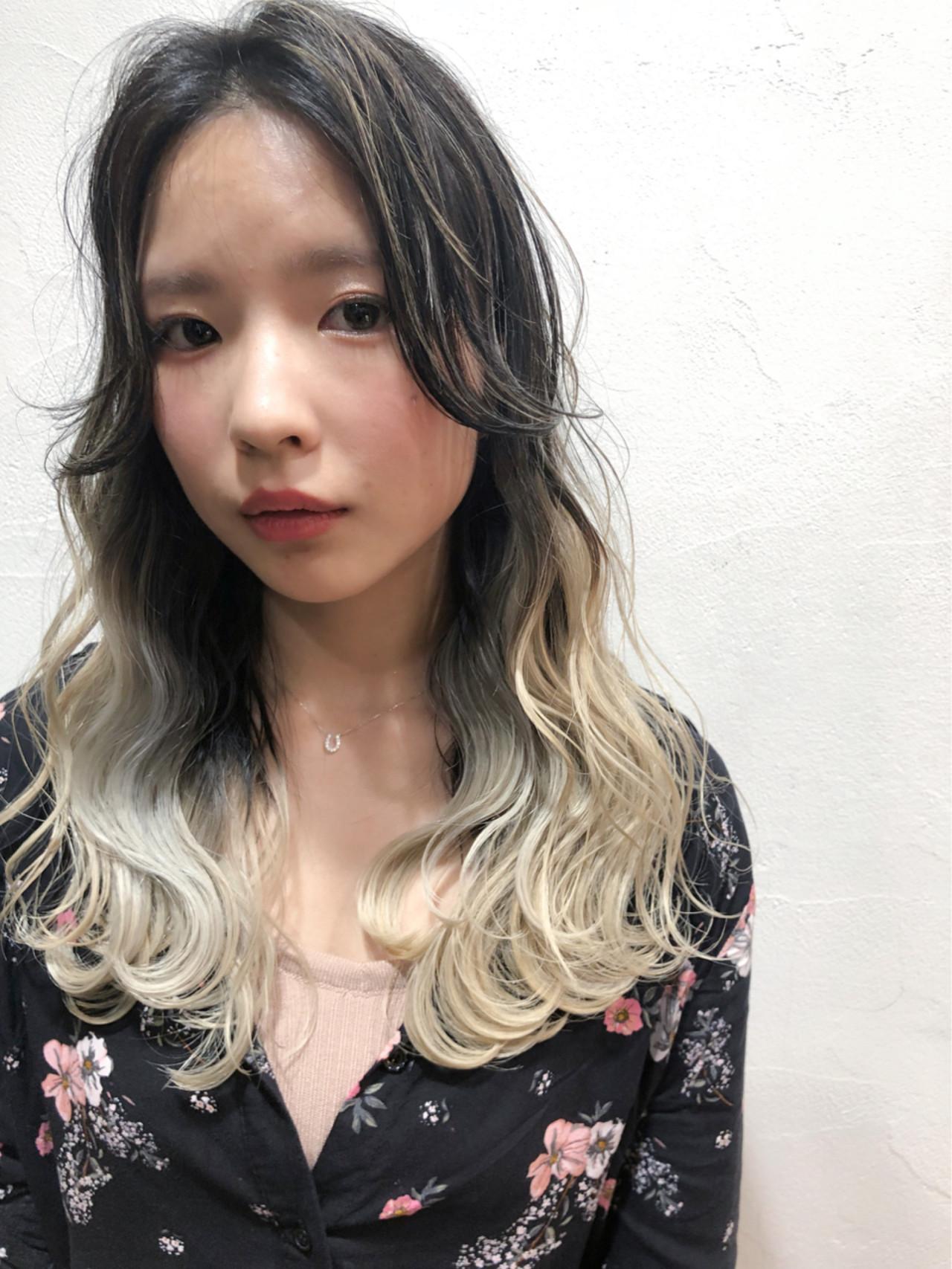 セミロング グラデーションカラー ストリート ハイトーン ヘアスタイルや髪型の写真・画像