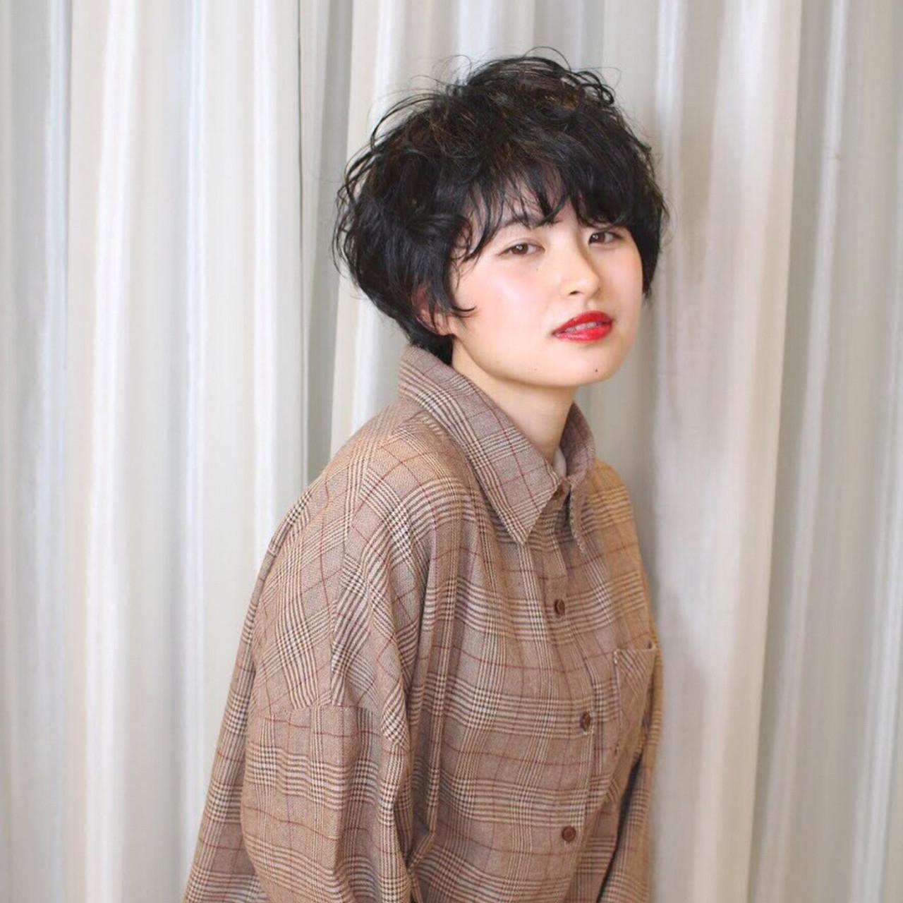 ショート パーマ 暗髪 ナチュラル ヘアスタイルや髪型の写真・画像 | Reina /