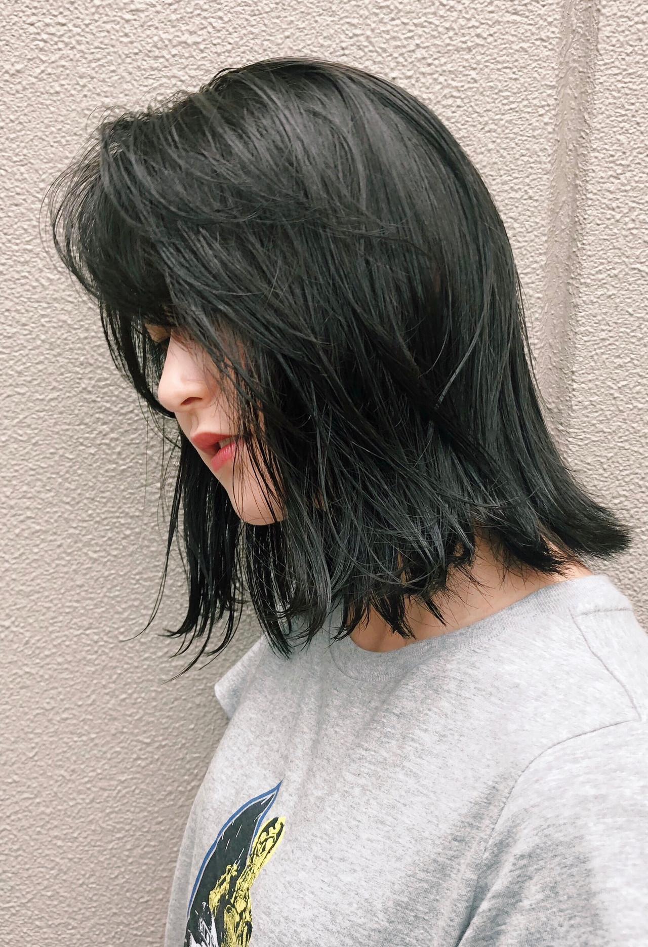 ブルーアッシュ うる艶カラー ミディアム 外ハネボブ ヘアスタイルや髪型の写真・画像