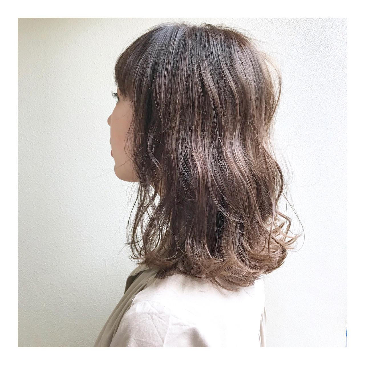 ベージュ ミディアム アンニュイほつれヘア ヌーディーベージュ ヘアスタイルや髪型の写真・画像 | emi yuhei / hair  salon momo