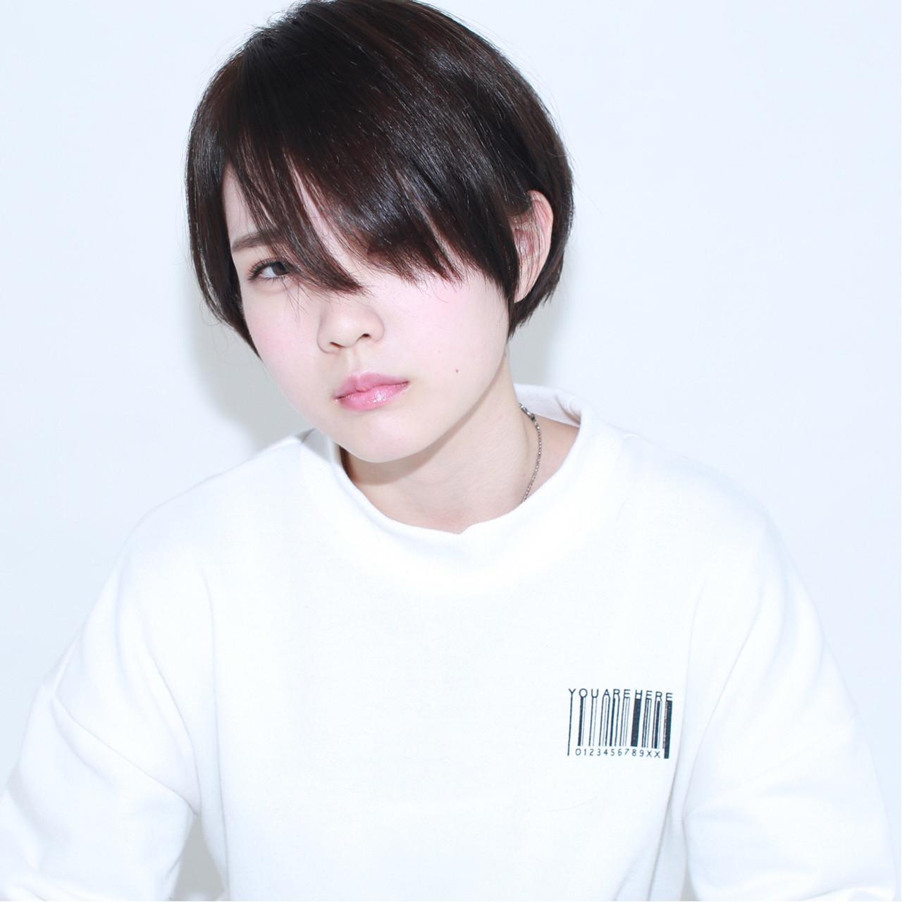 ガーリー アッシュ ショート イルミナカラー ヘアスタイルや髪型の写真・画像