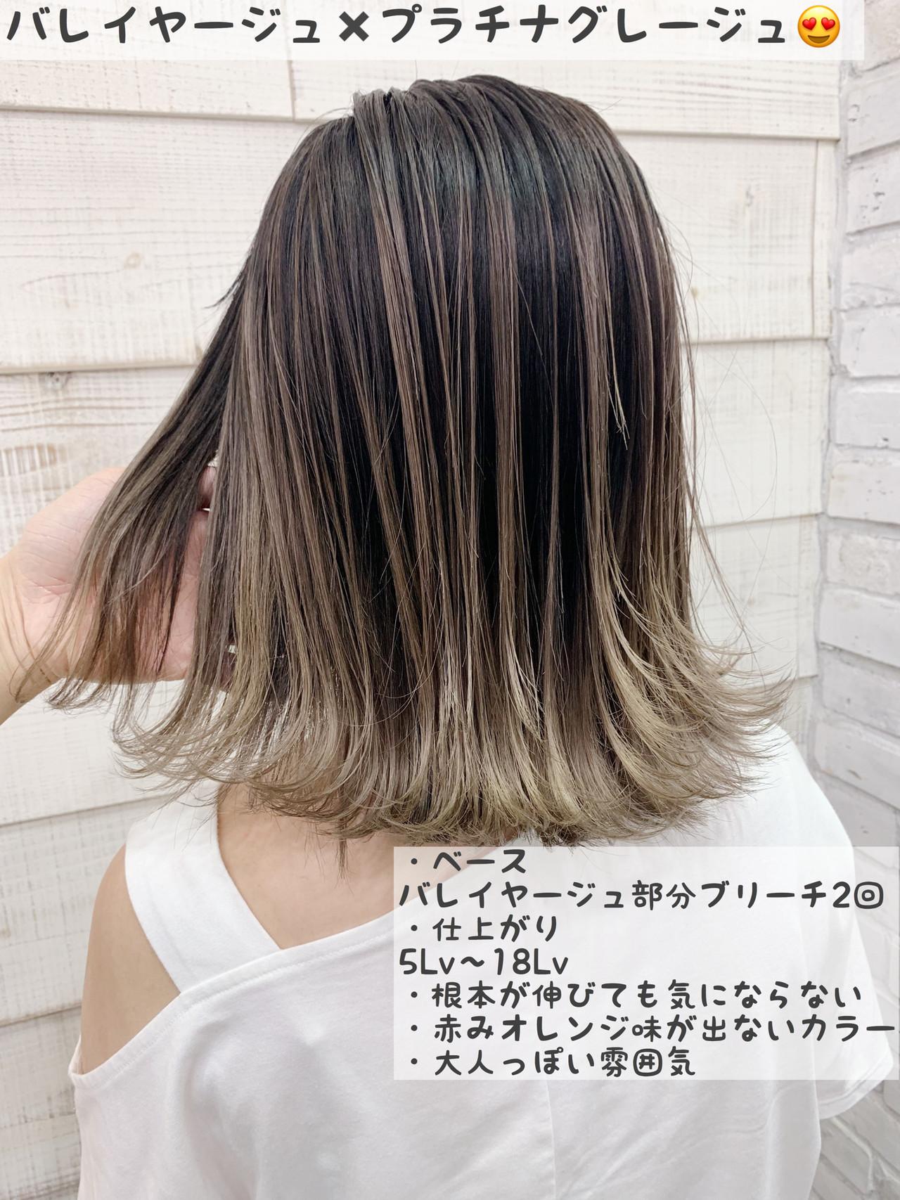 ミディアム グレージュ デート ブリーチ ヘアスタイルや髪型の写真・画像
