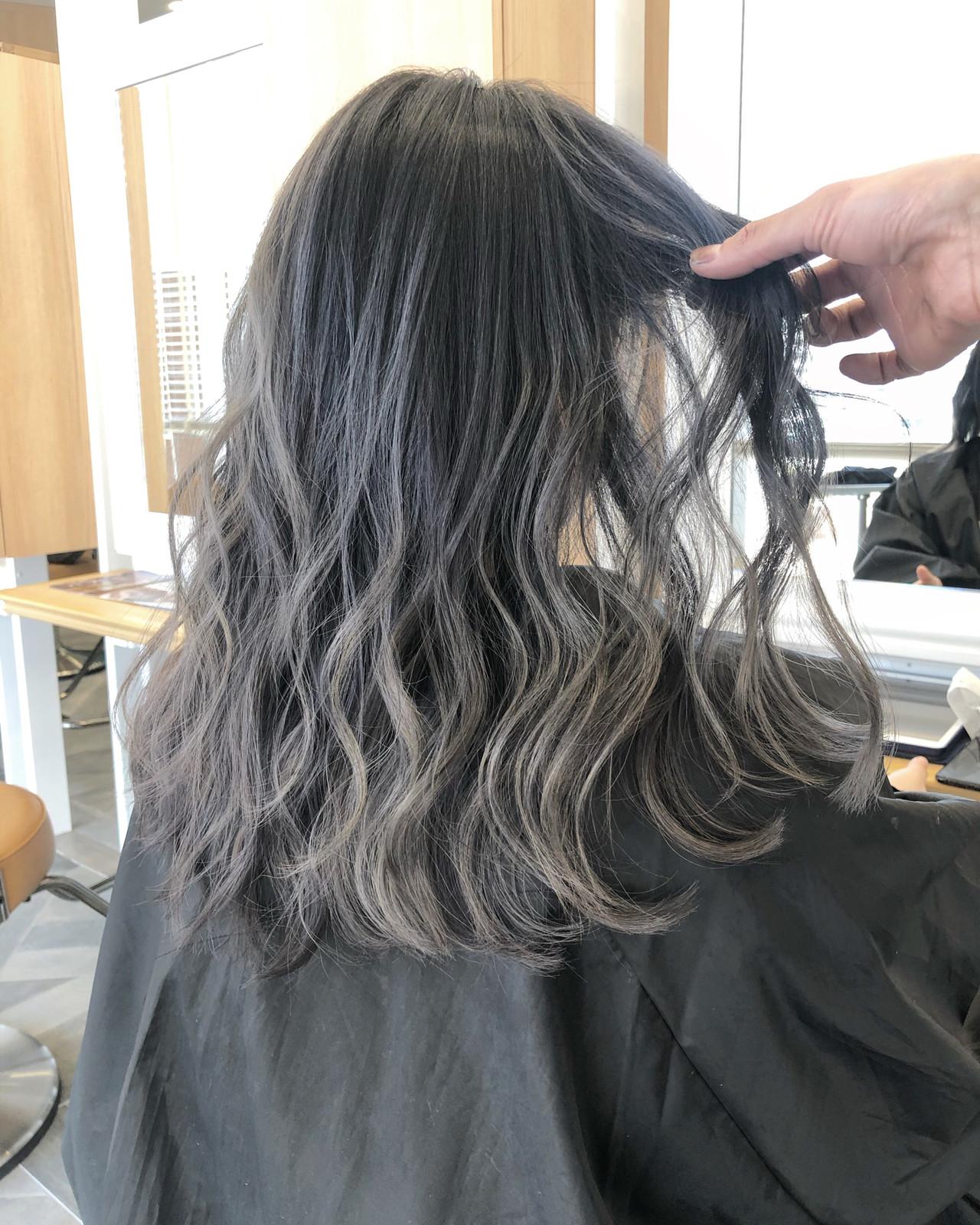 インナーカラー ロング バレイヤージュ グラデーションカラー ヘアスタイルや髪型の写真・画像 | 今西優 / scissors