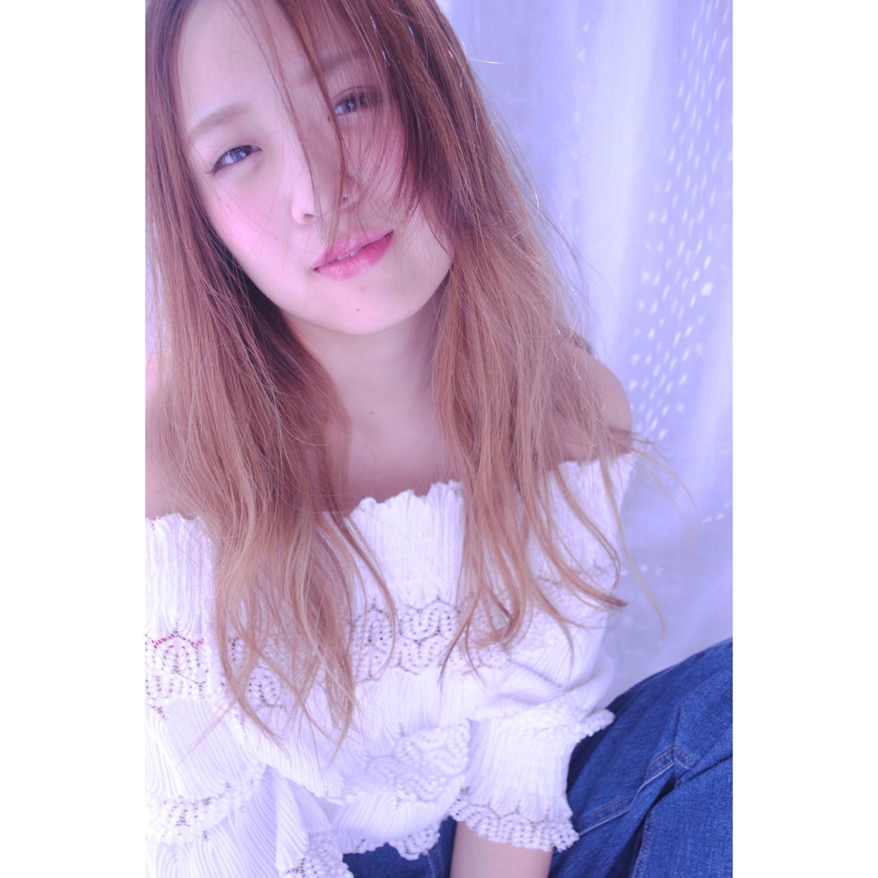 アンニュイ ウェーブ 大人女子 外国人風 ヘアスタイルや髪型の写真・画像