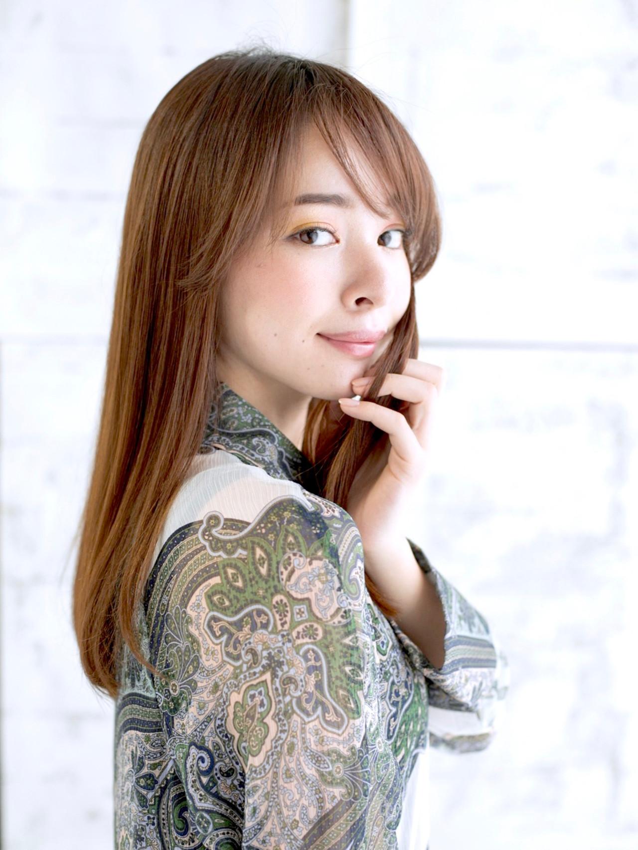 ロング ミディアムヘアー 縮毛矯正 アッシュベージュ ヘアスタイルや髪型の写真・画像 | Chie Ogusu / Hair and Make Chie Ogusu
