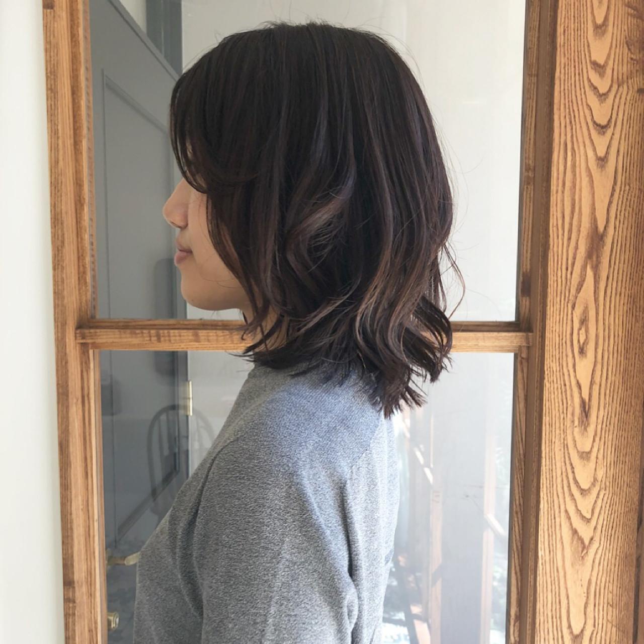 フェミニン ナチュラル 抜け感 オフィス ヘアスタイルや髪型の写真・画像