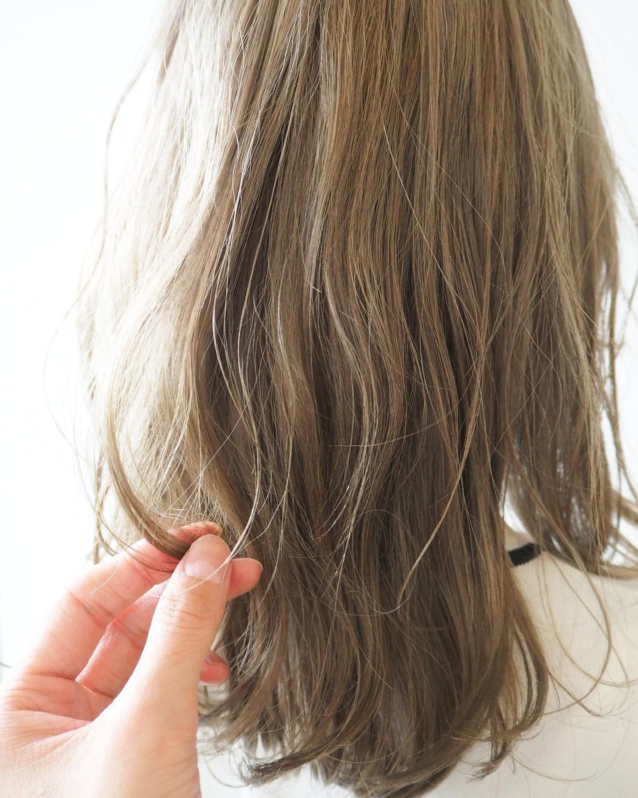 セミロング ナチュラル 透明感カラー ハイトーン ヘアスタイルや髪型の写真・画像