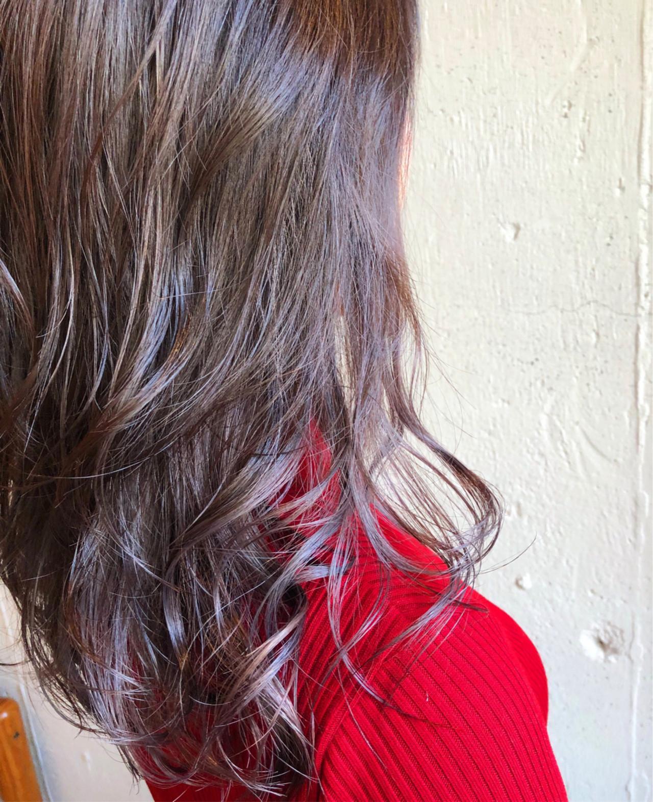 ナチュラル セミロング グレージュ ピンクアッシュ ヘアスタイルや髪型の写真・画像